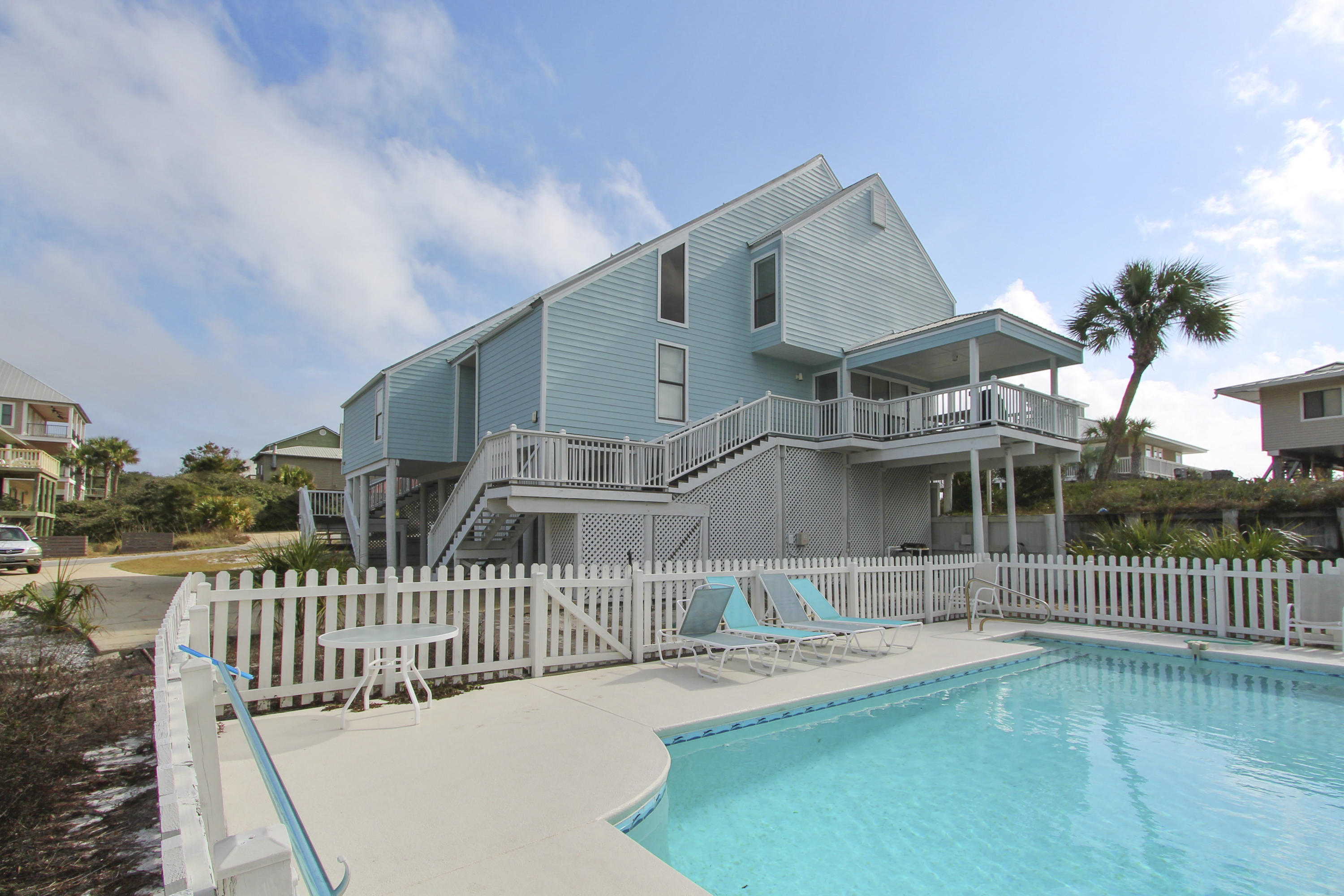 A 6 Bedroom 4 Bedroom Gulf Trace Townhome