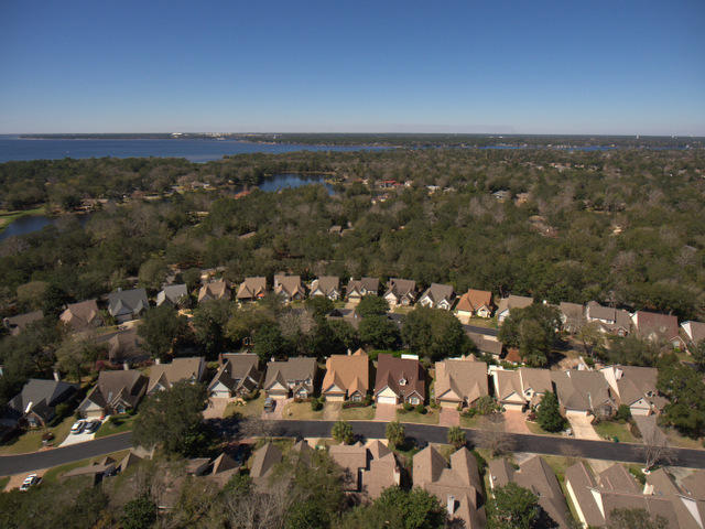 Photo of home for sale at 822 Fairway Lakes, Niceville FL