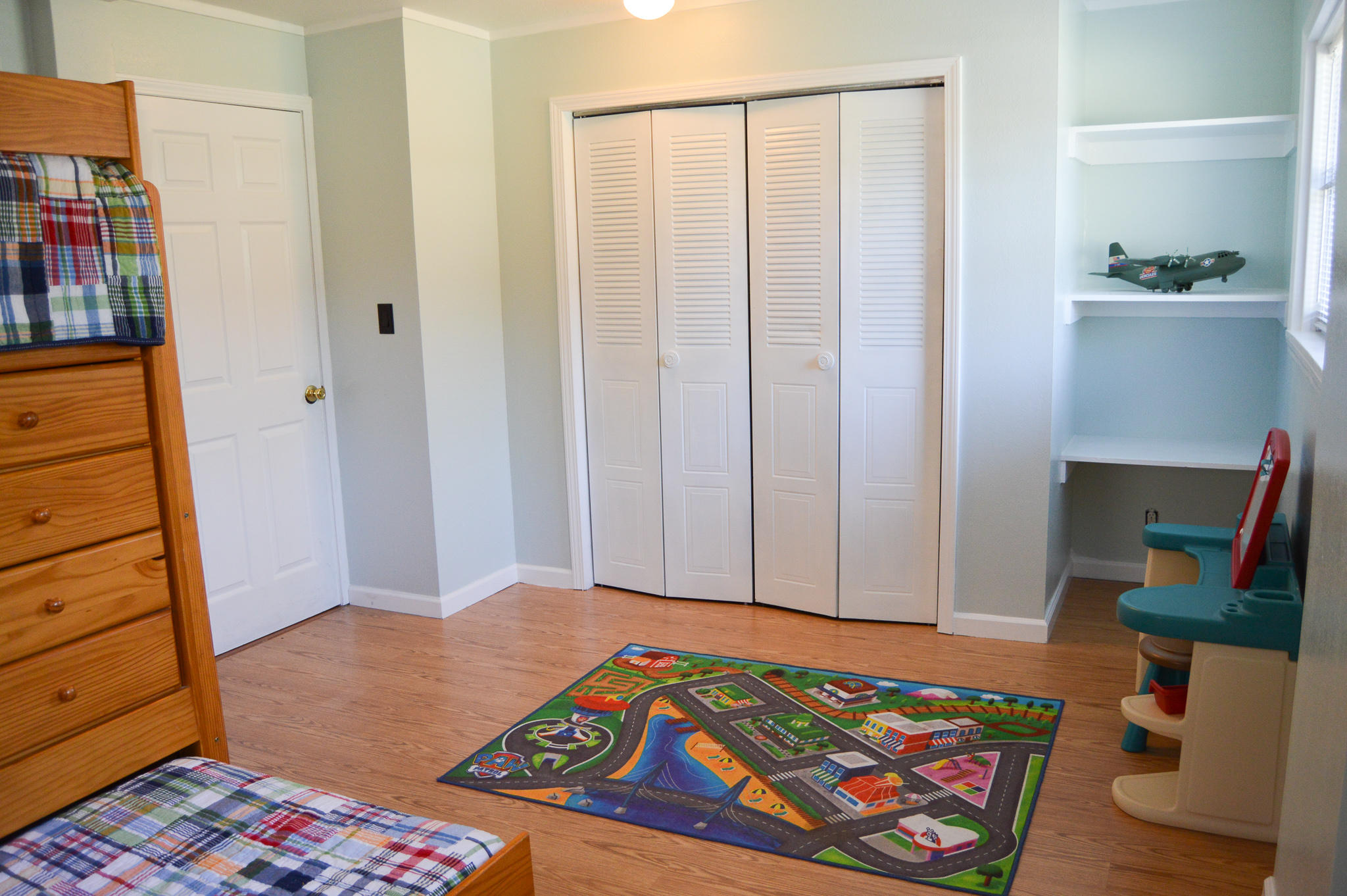 Photo of home for sale at 323 Edge, Valparaiso FL
