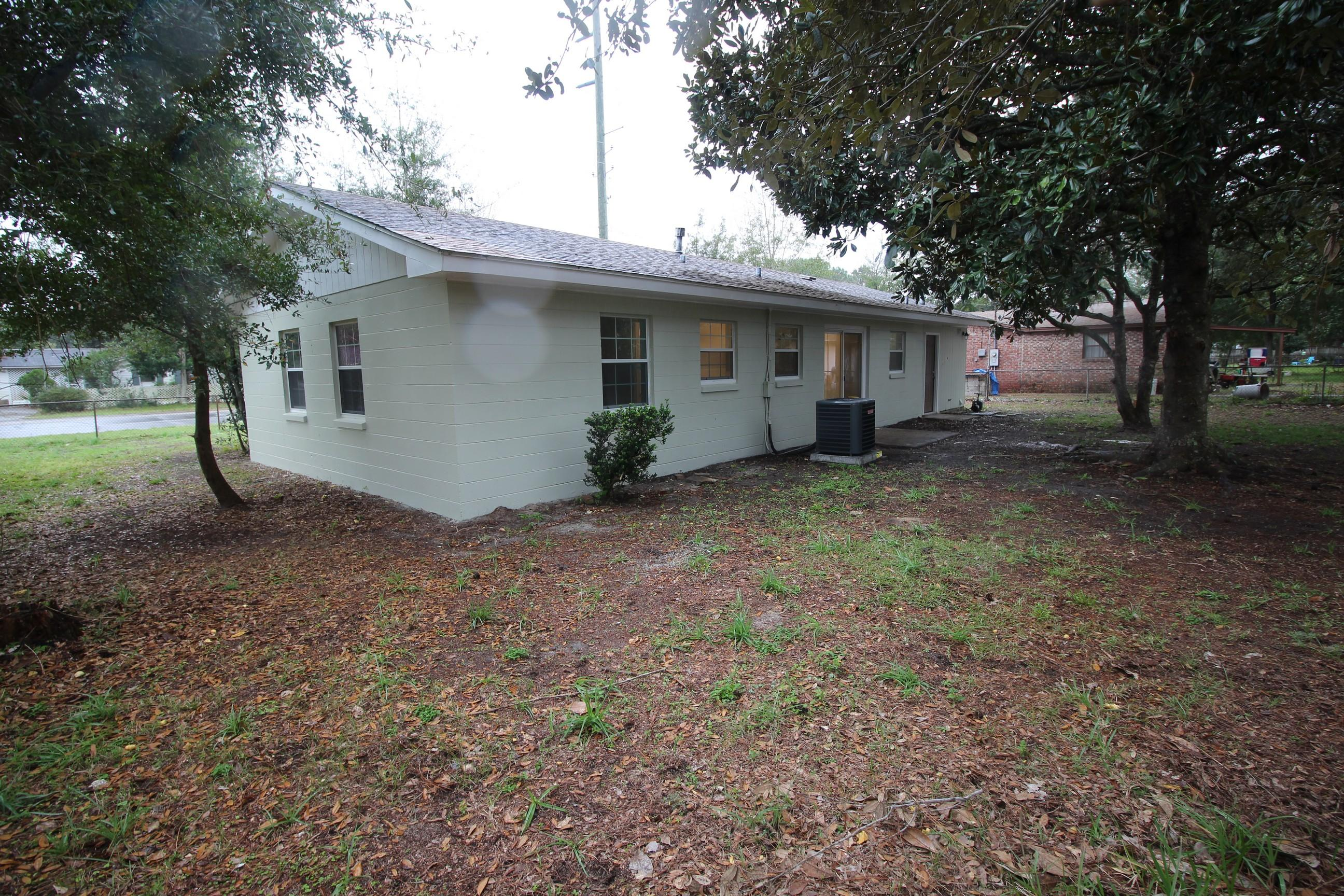Photo of home for sale at 331 Hollywood, Fort Walton Beach FL