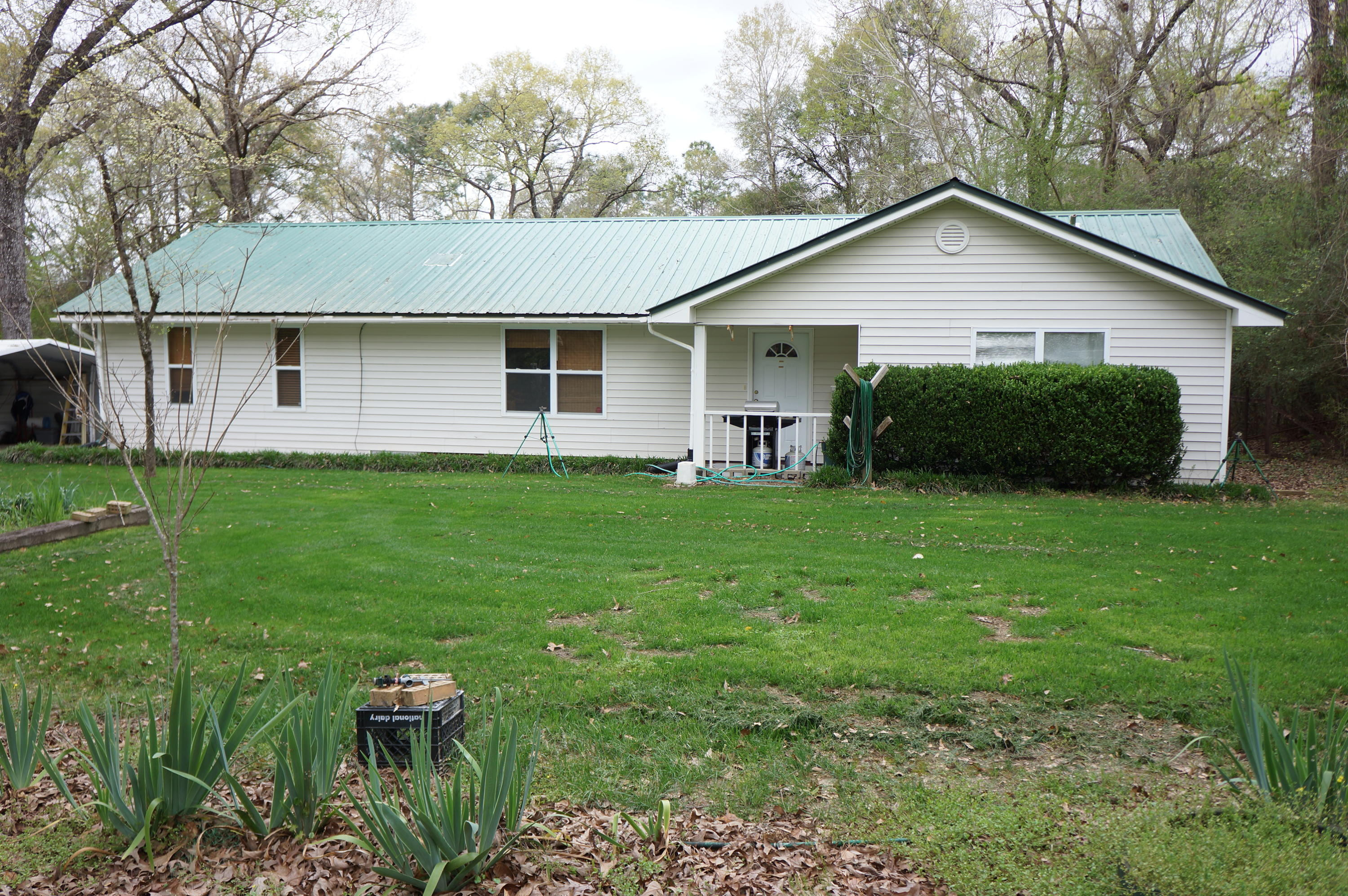 Photo of home for sale at 2701 Lake Silver, Crestview FL