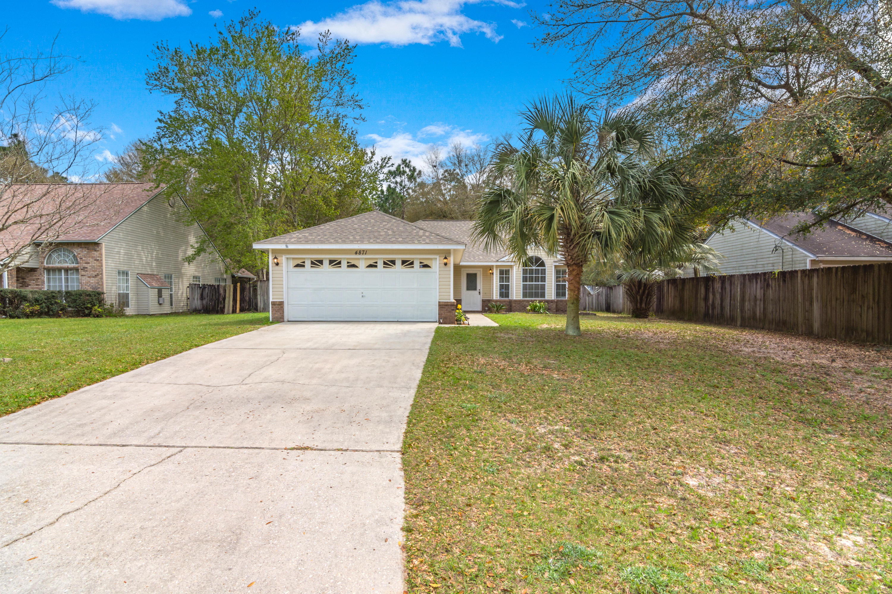 Photo of home for sale at 4871 Kensington, Crestview FL