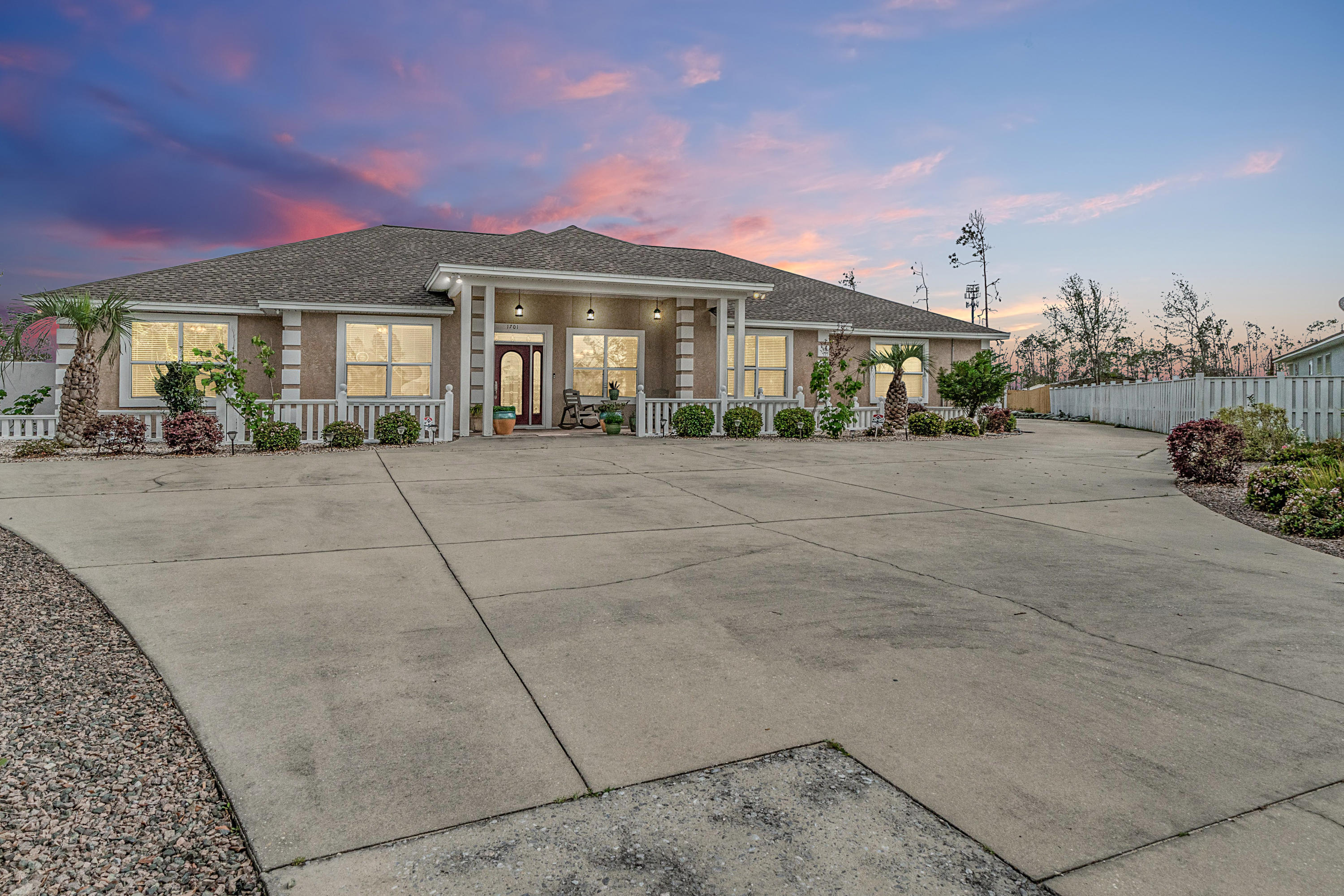Photo of home for sale at 1701 Wolfrun, Panama City FL