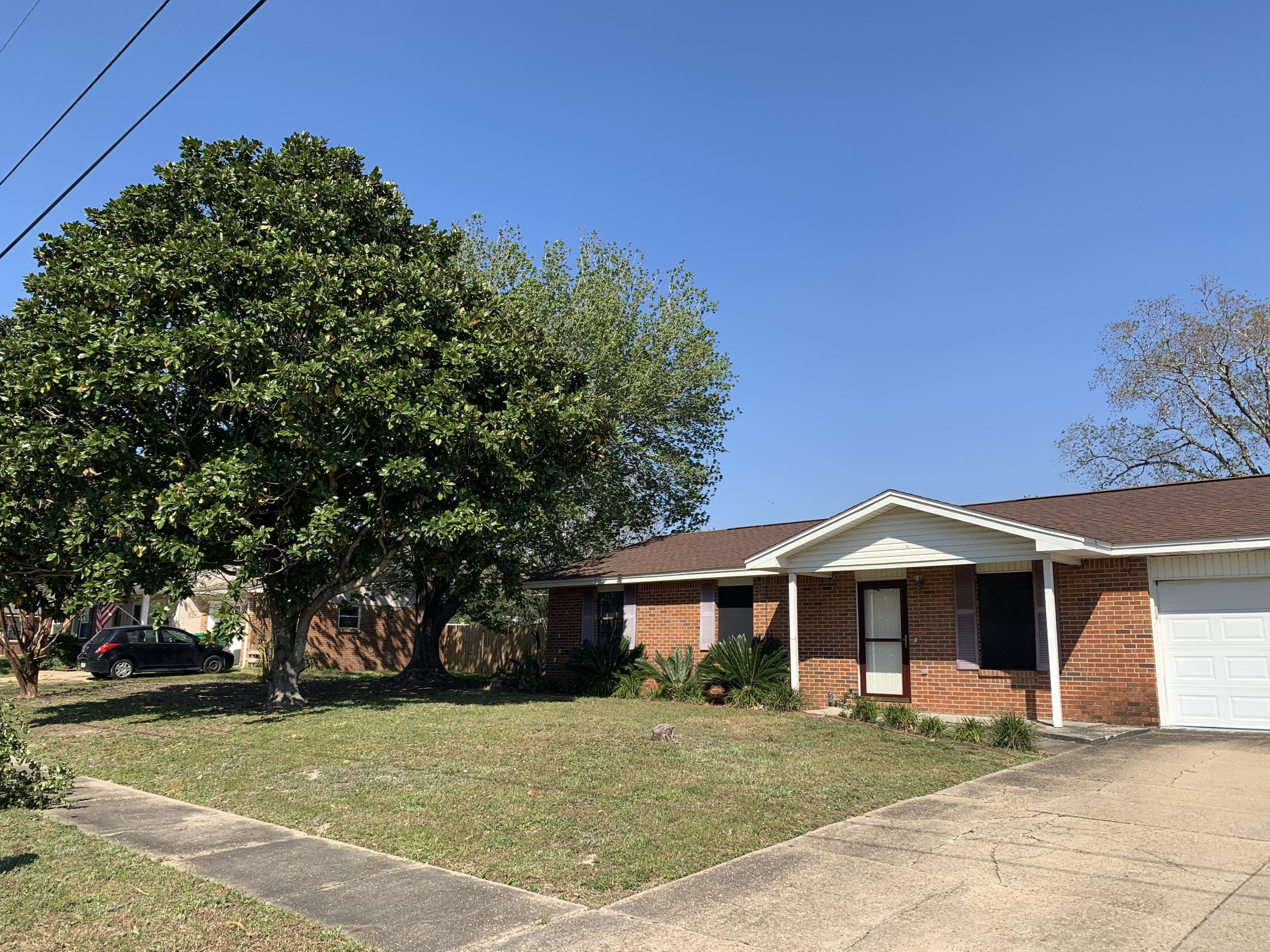 Photo of home for sale at 422 Anderson, Destin FL