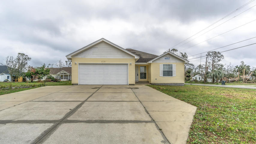 Photo of home for sale at 415 Kentucky, Lynn Haven FL
