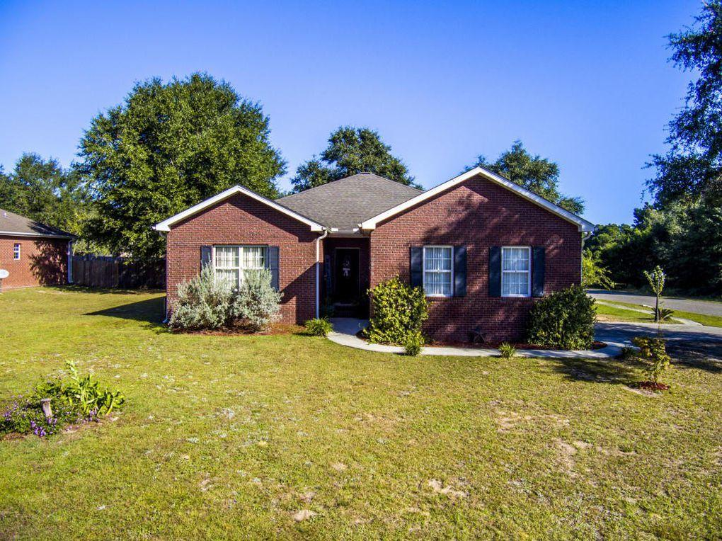 Beautiful 3b/2b brick ranch on corner lot.  Neighborhood is quiet and the neighbors are great. Huge