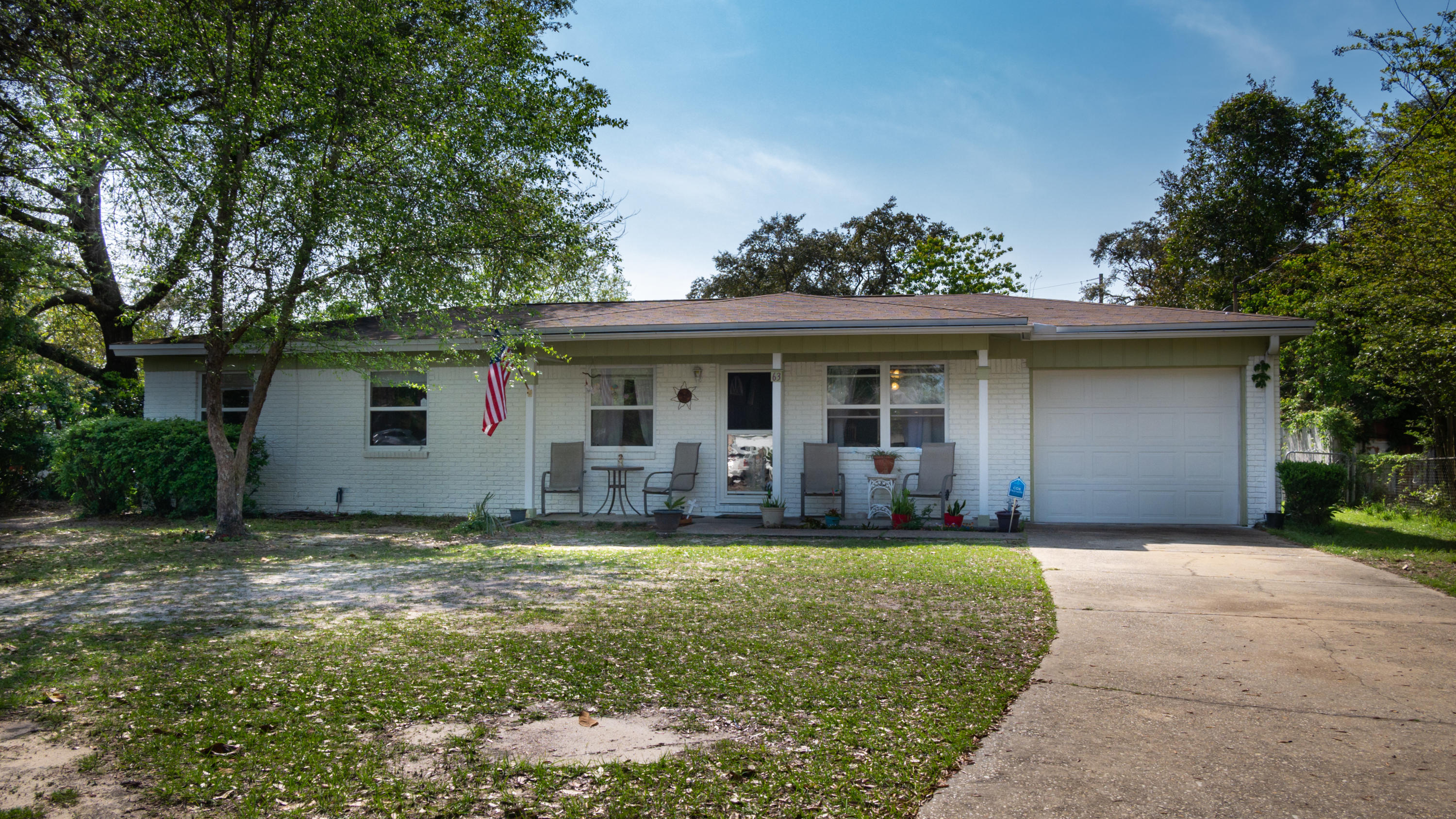 Photo of home for sale at 63 Fawn, Shalimar FL