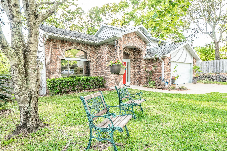 Photo of home for sale at 244 Hillside, Niceville FL