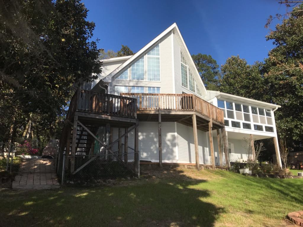 Photo of home for sale at 325 Lake Holley, Defuniak Springs FL