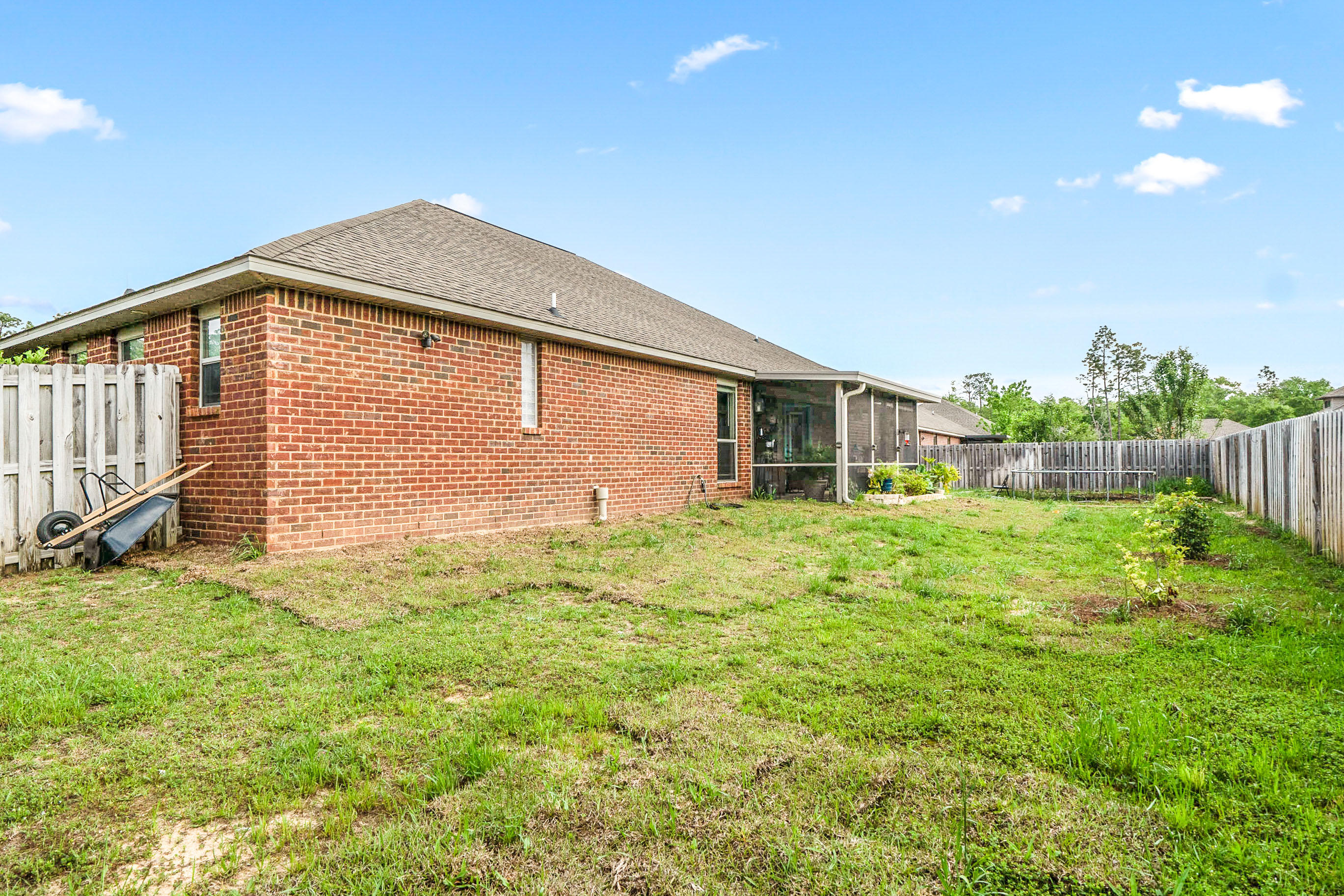 Photo of home for sale at 4533 Annabelle, Crestview FL