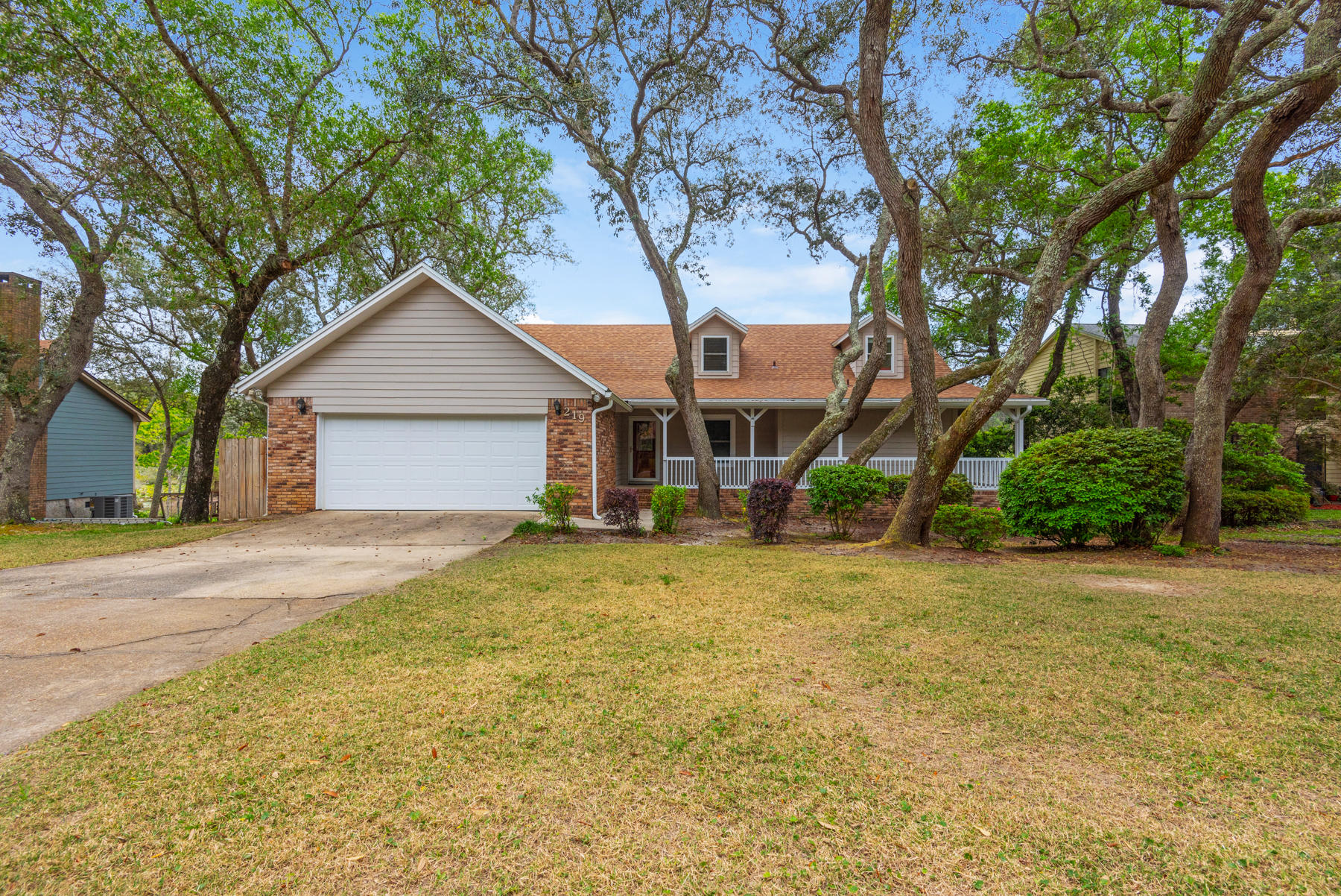 219 E Dominica Circle, Niceville in Okaloosa County, FL 32578 Home for Sale