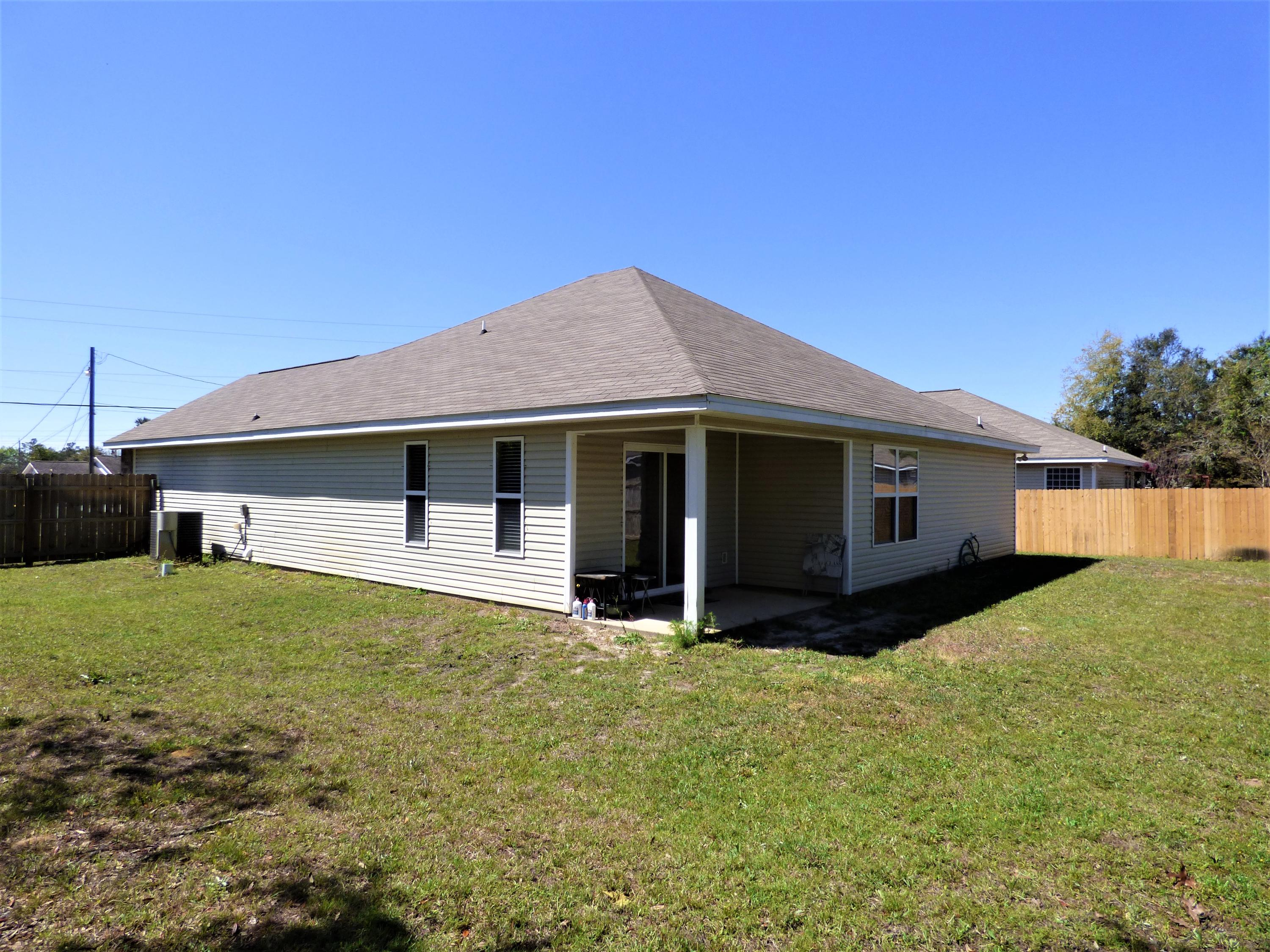 Photo of home for sale at 215 Stephen, Mary Esther FL