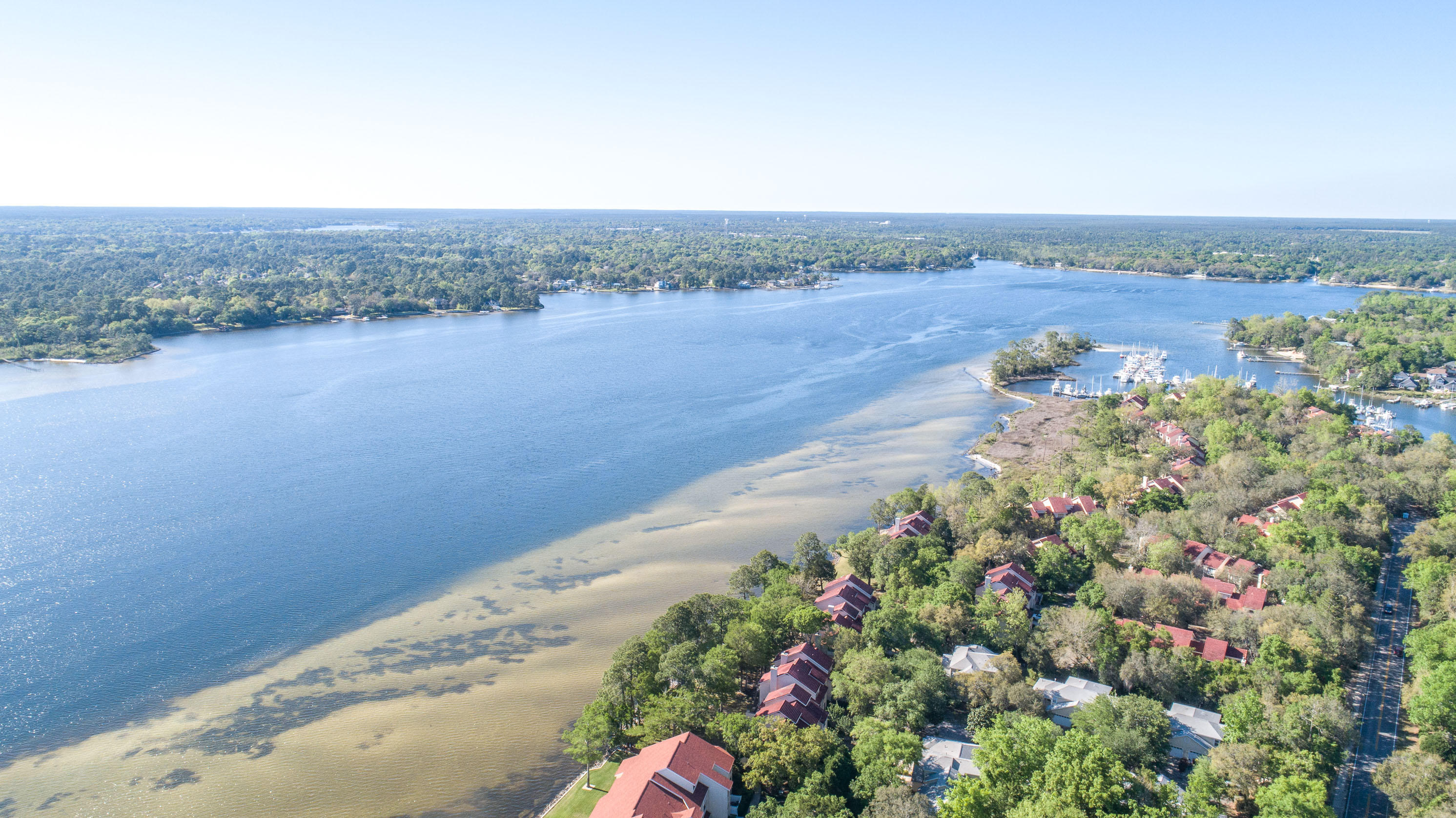 Photo of home for sale at 90 Marina Cove, Niceville FL