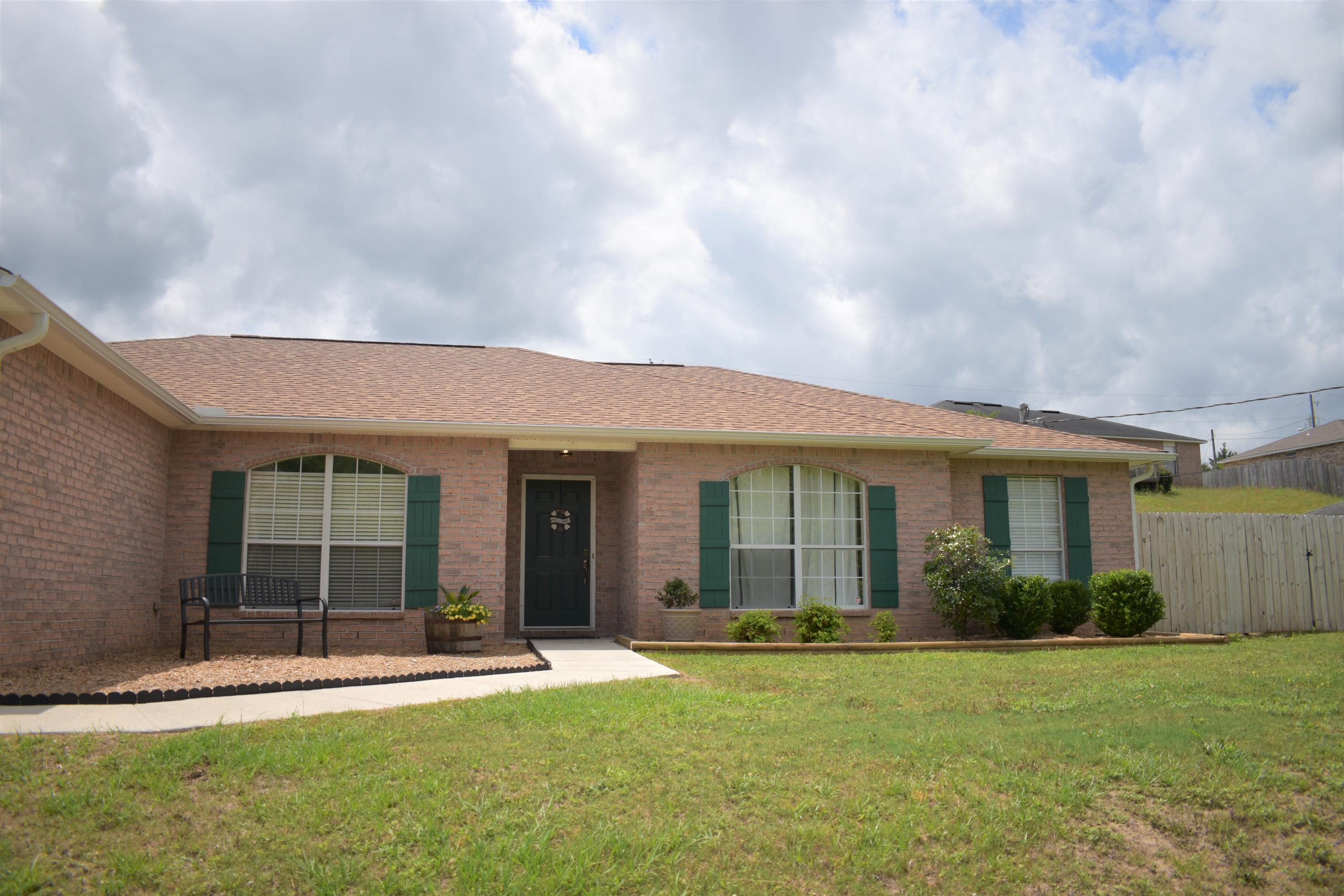 Photo of home for sale at 419 Bobby, Crestview FL