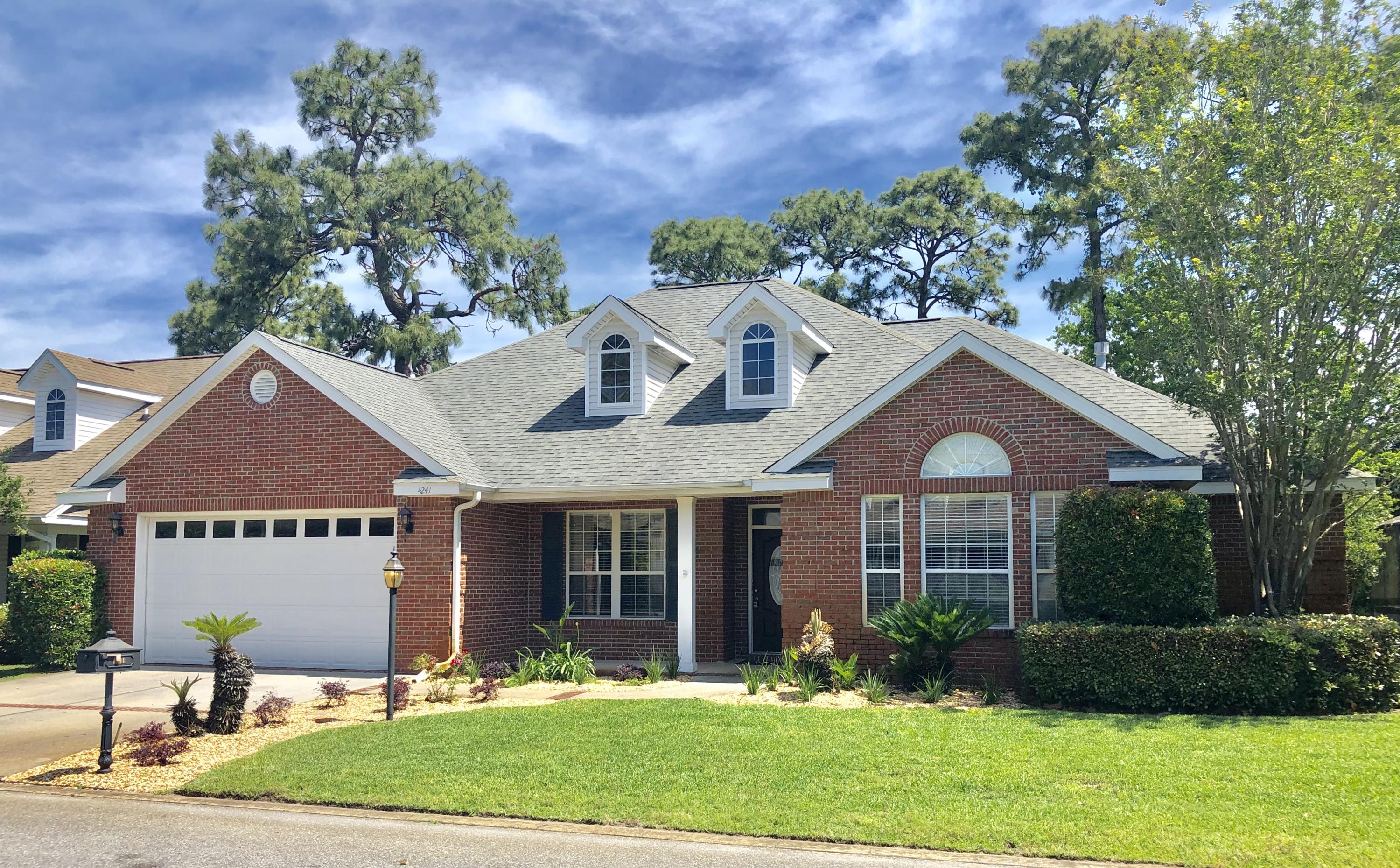 Photo of home for sale at 4241 Lost Horse, Niceville FL