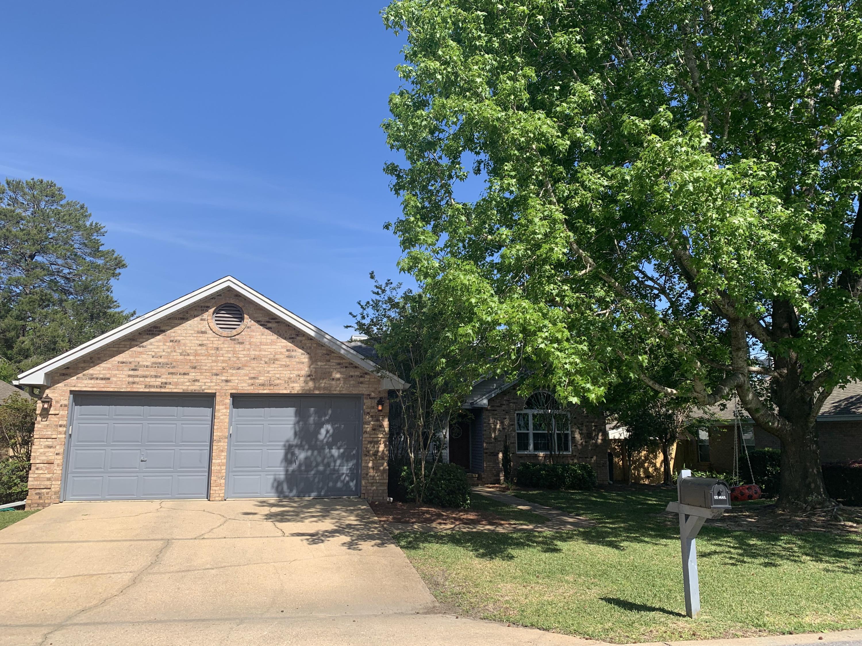 Photo of home for sale at 329 Parkwood, Niceville FL