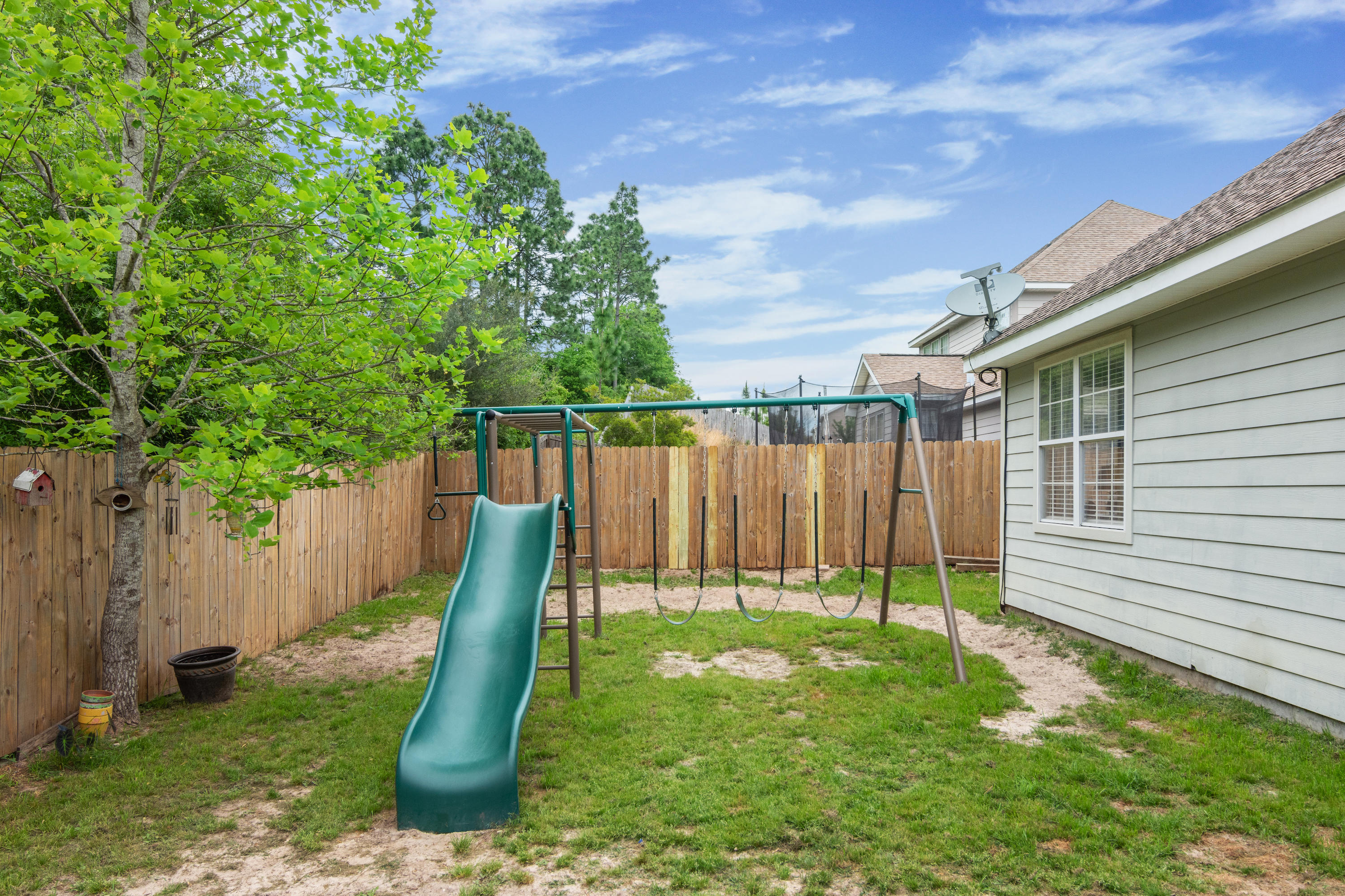 Photo of home for sale at 401 Peoria, Crestview FL