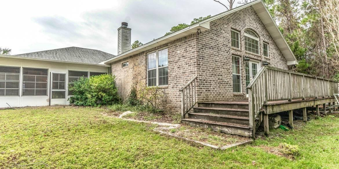 Photo of home for sale at 1899 Biscayne, Navarre FL