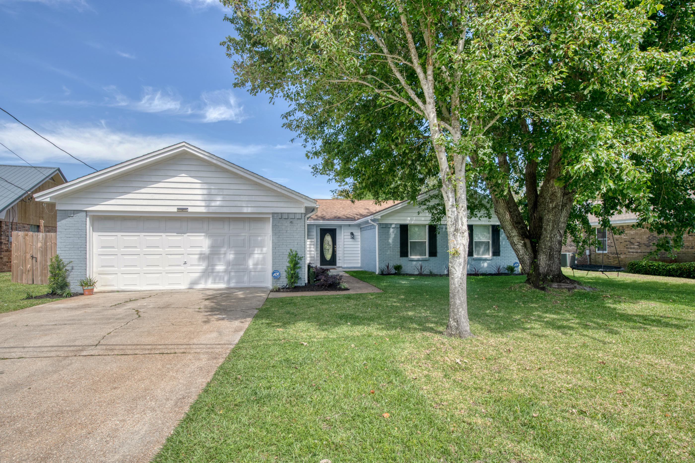 Photo of home for sale at 581 Timberlake, Mary Esther FL