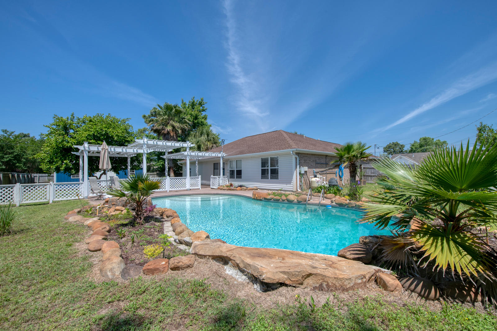 Photo of home for sale at 8305 Onich, Navarre FL