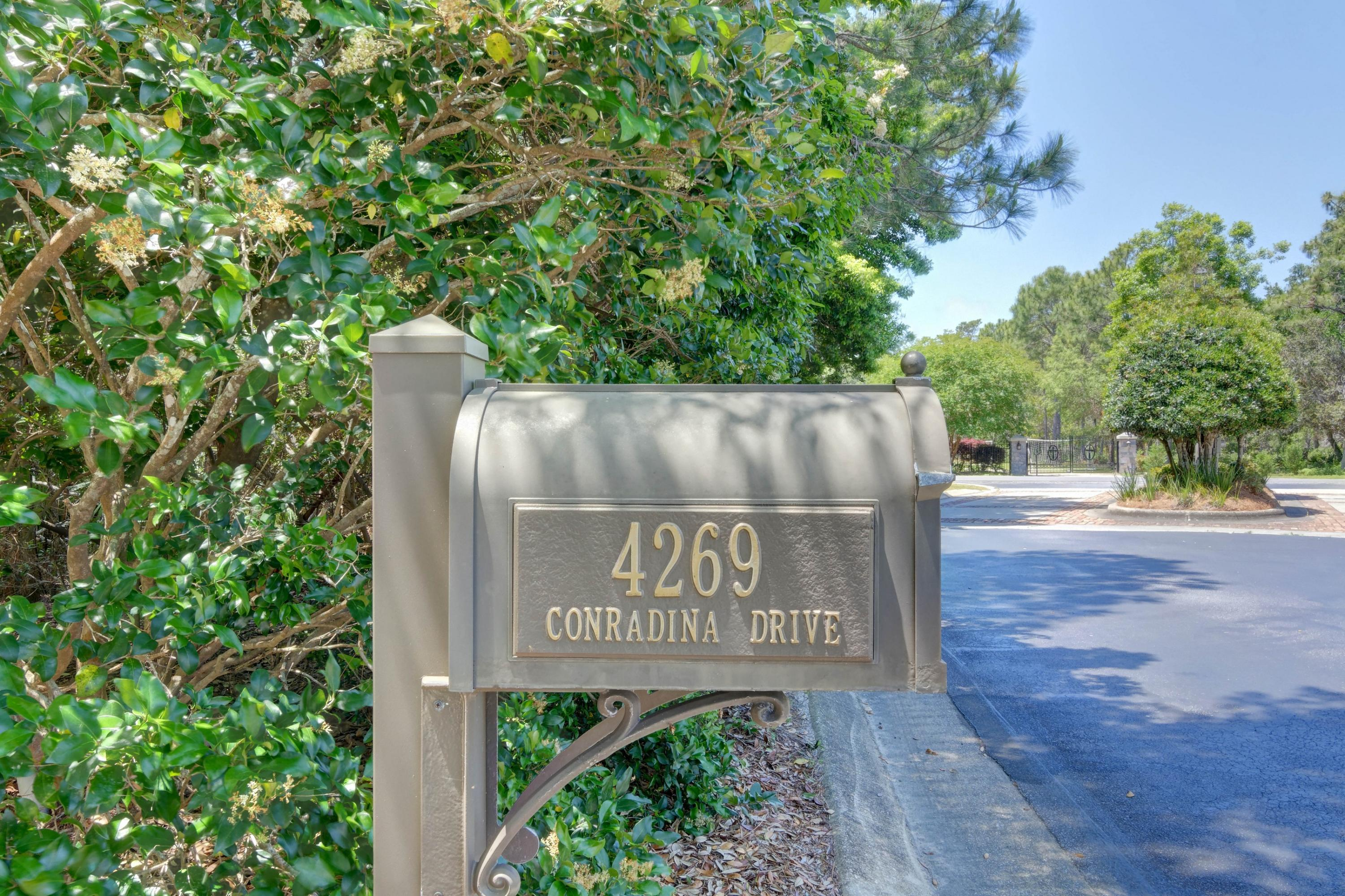 Photo of home for sale at 4269 Conradina, Gulf Breeze FL