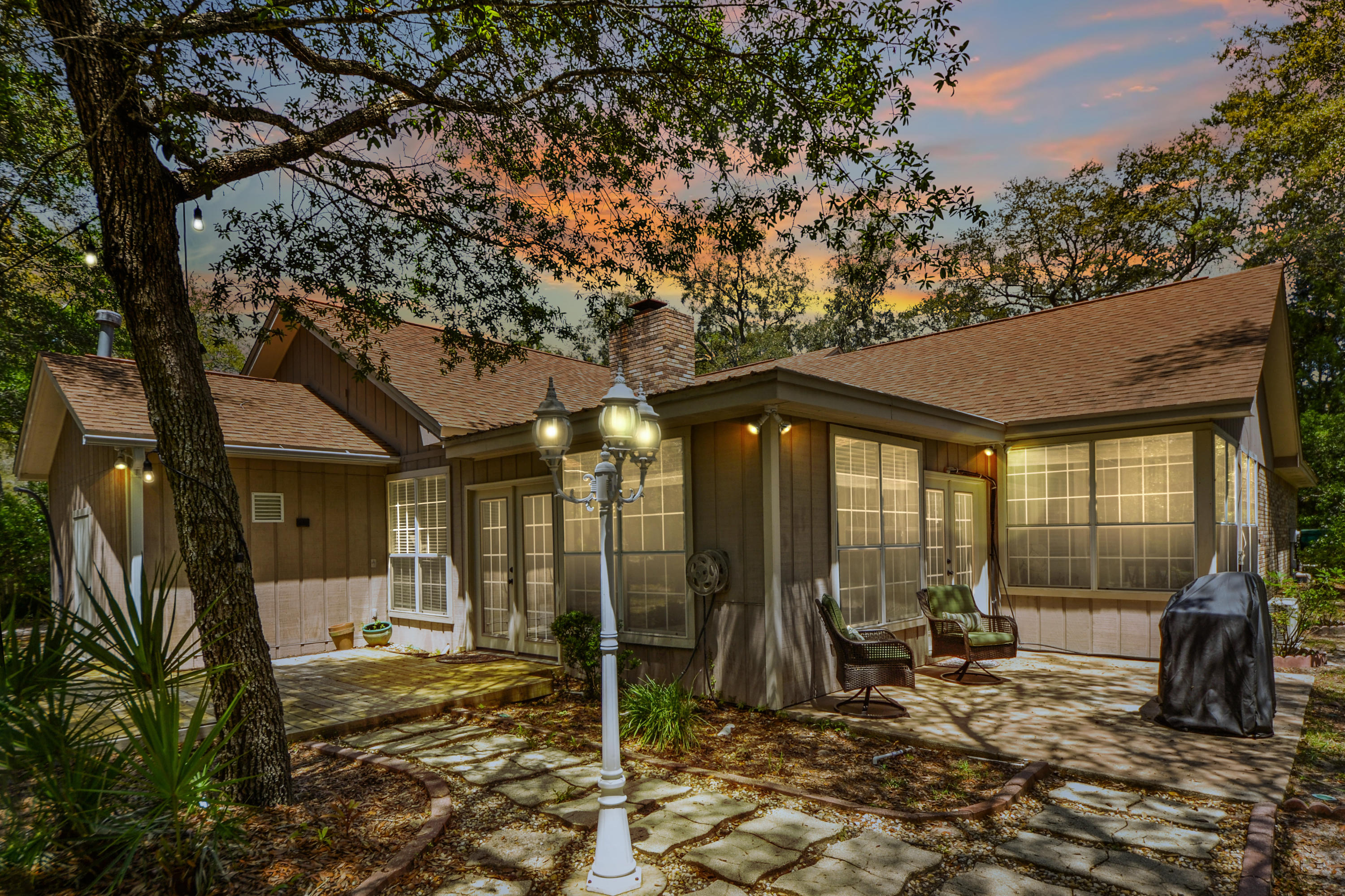 Photo of home for sale at 241 Dominica, Niceville FL