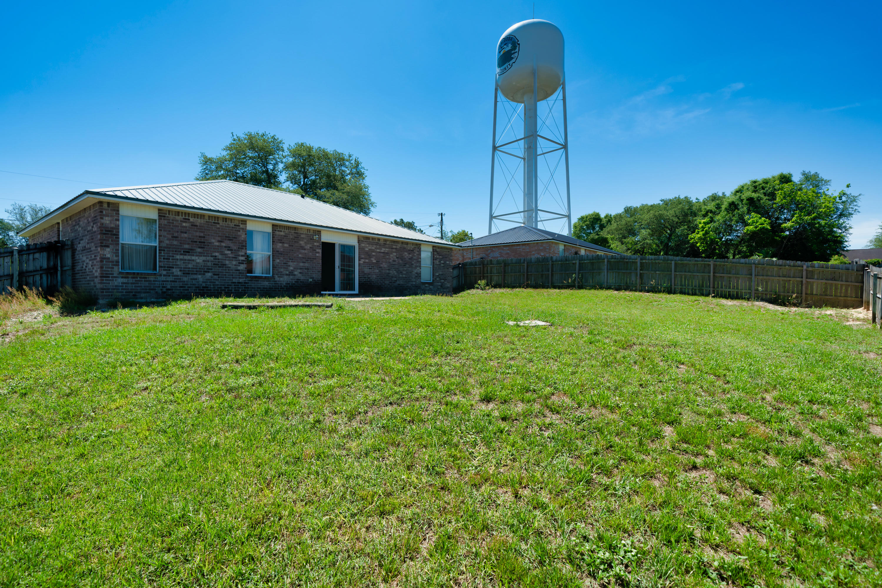 Photo of home for sale at 133 Wild Horse, Crestview FL