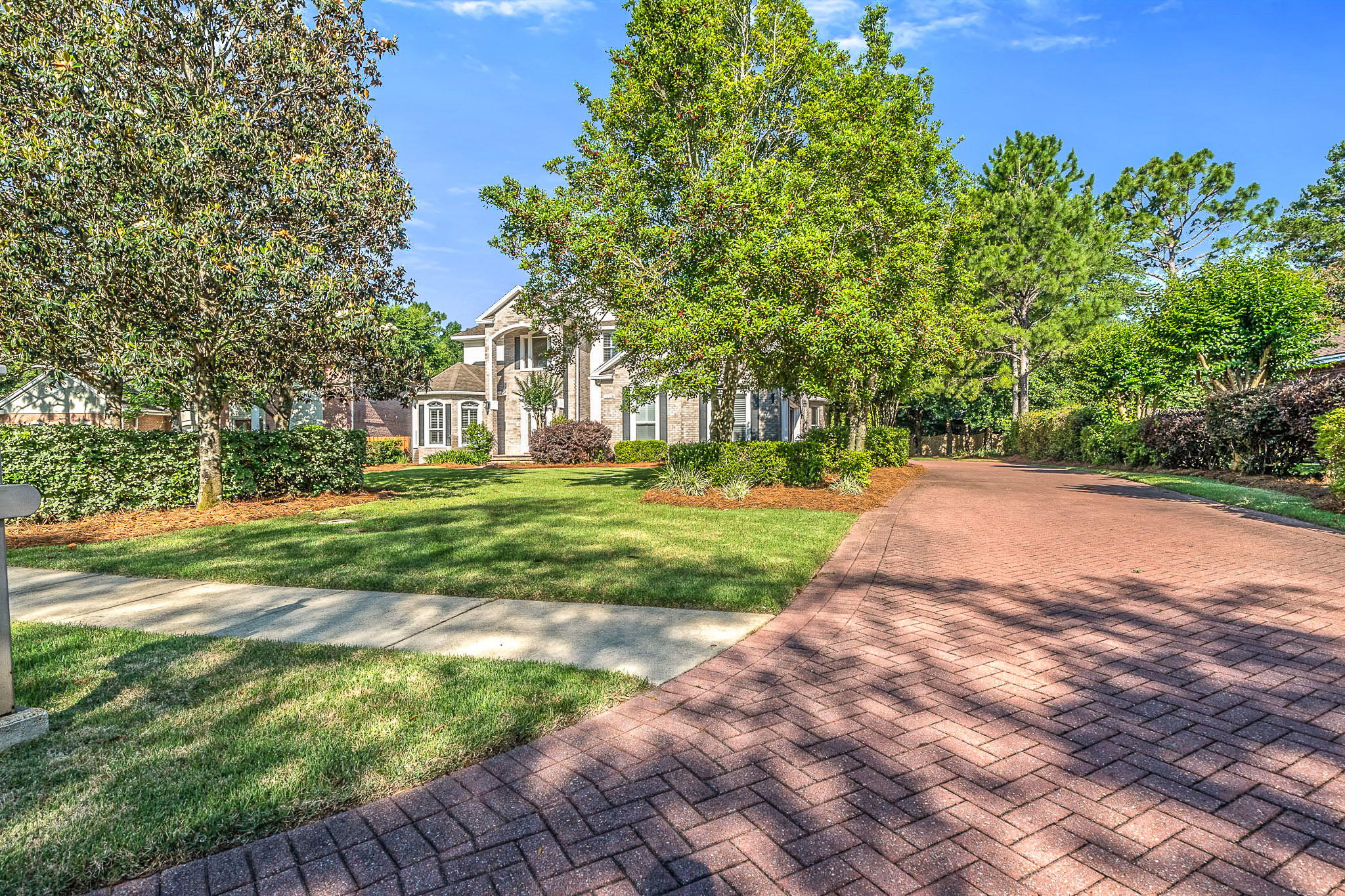 Photo of home for sale at 1009 Crooked Creek, Niceville FL