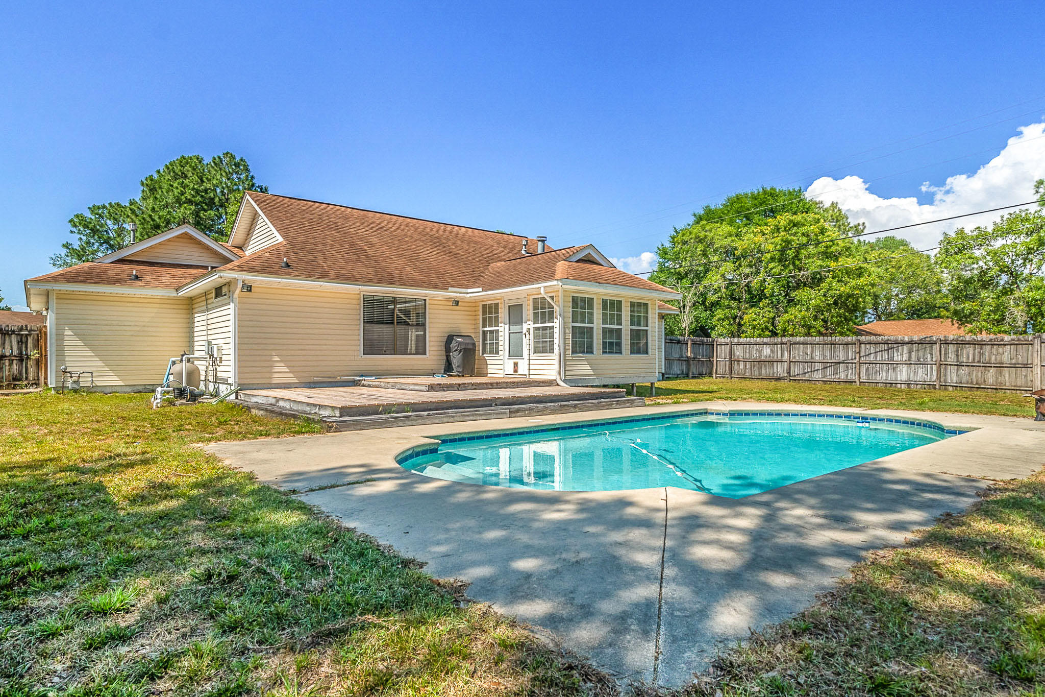 Photo of home for sale at 800 Cloverview, Crestview FL
