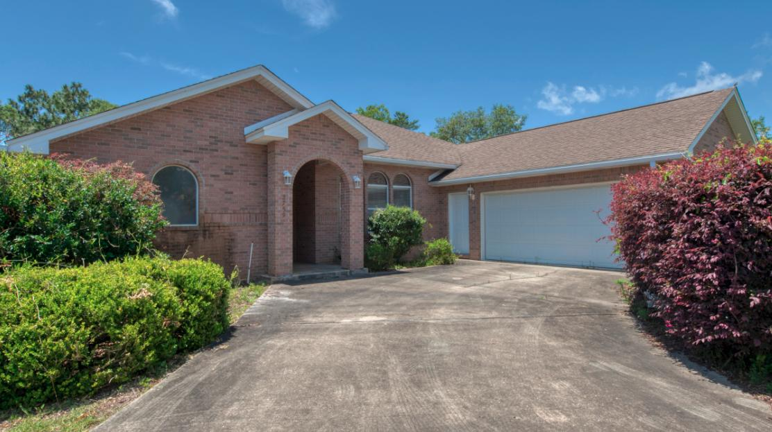 Photo of home for sale at 2759 Pebble Beach, Navarre FL
