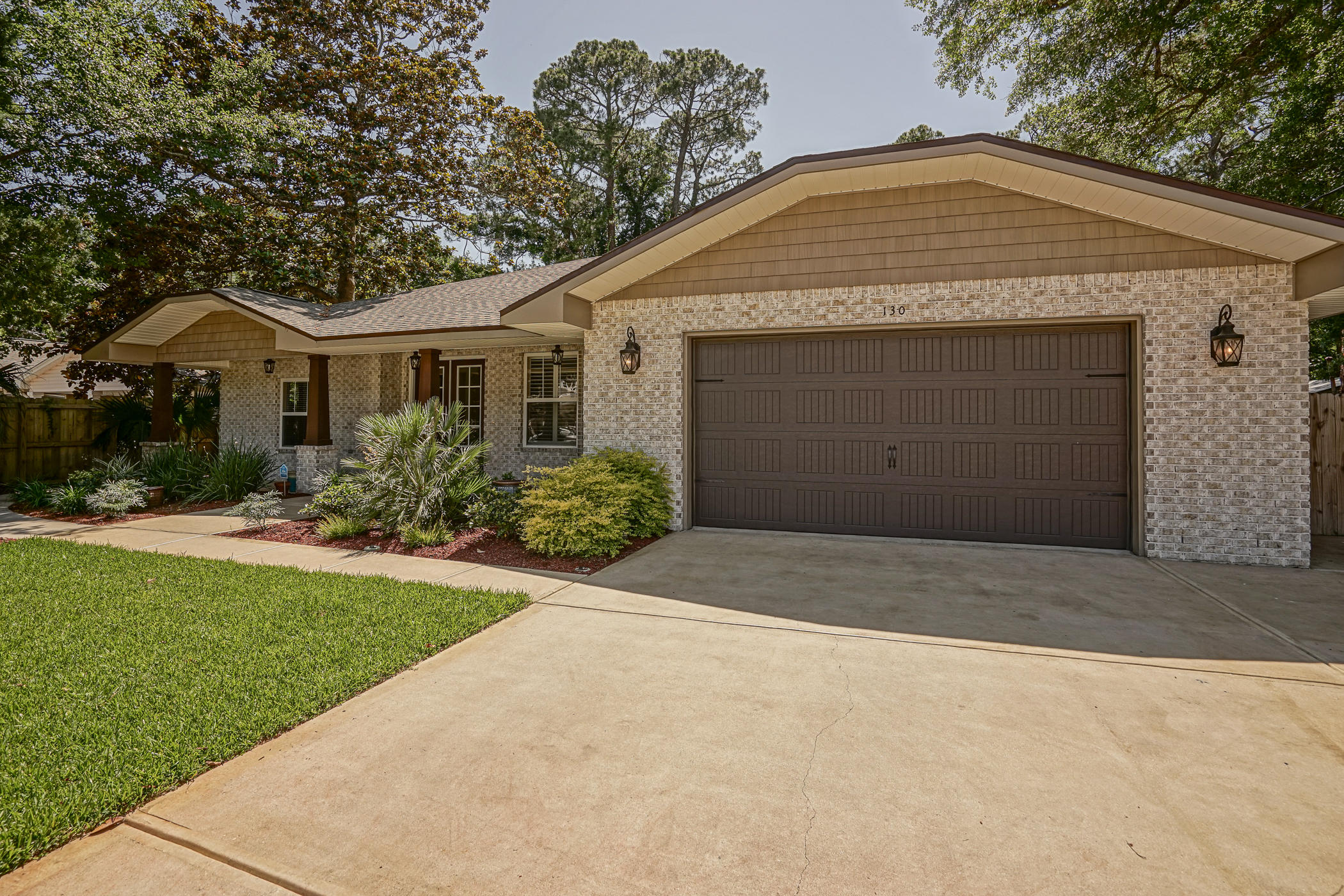Photo of home for sale at 130 Magnolia, Fort Walton Beach FL