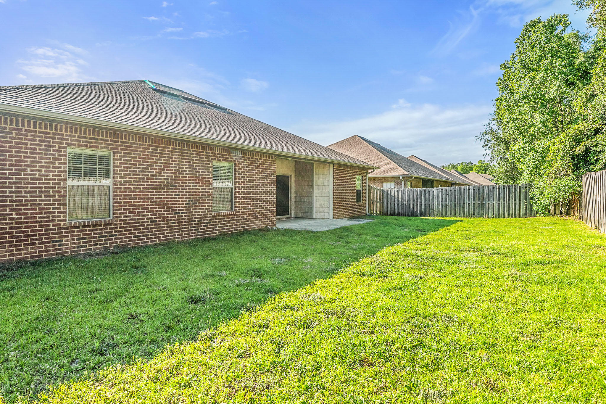 Photo of home for sale at 4592 Hermosa, Crestview FL