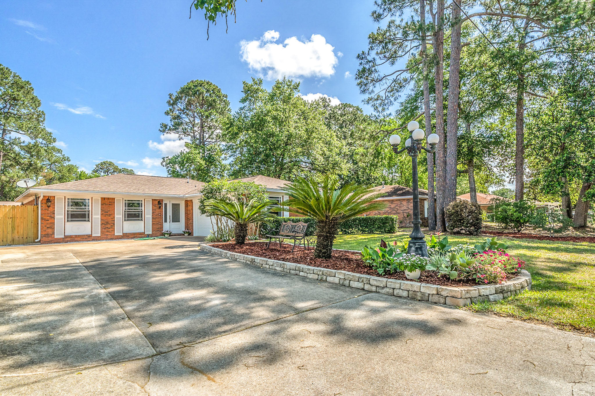 A 3 Bedroom 2 Bedroom The Niceville Pines Home