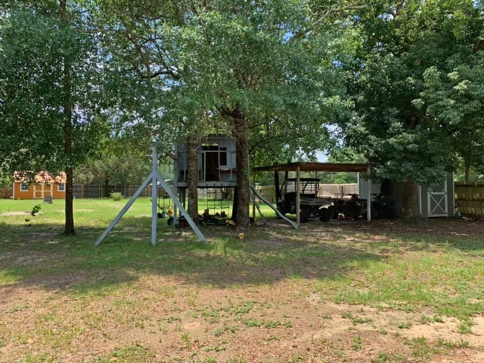 Photo of home for sale at 628 Shorey, Defuniak Springs FL