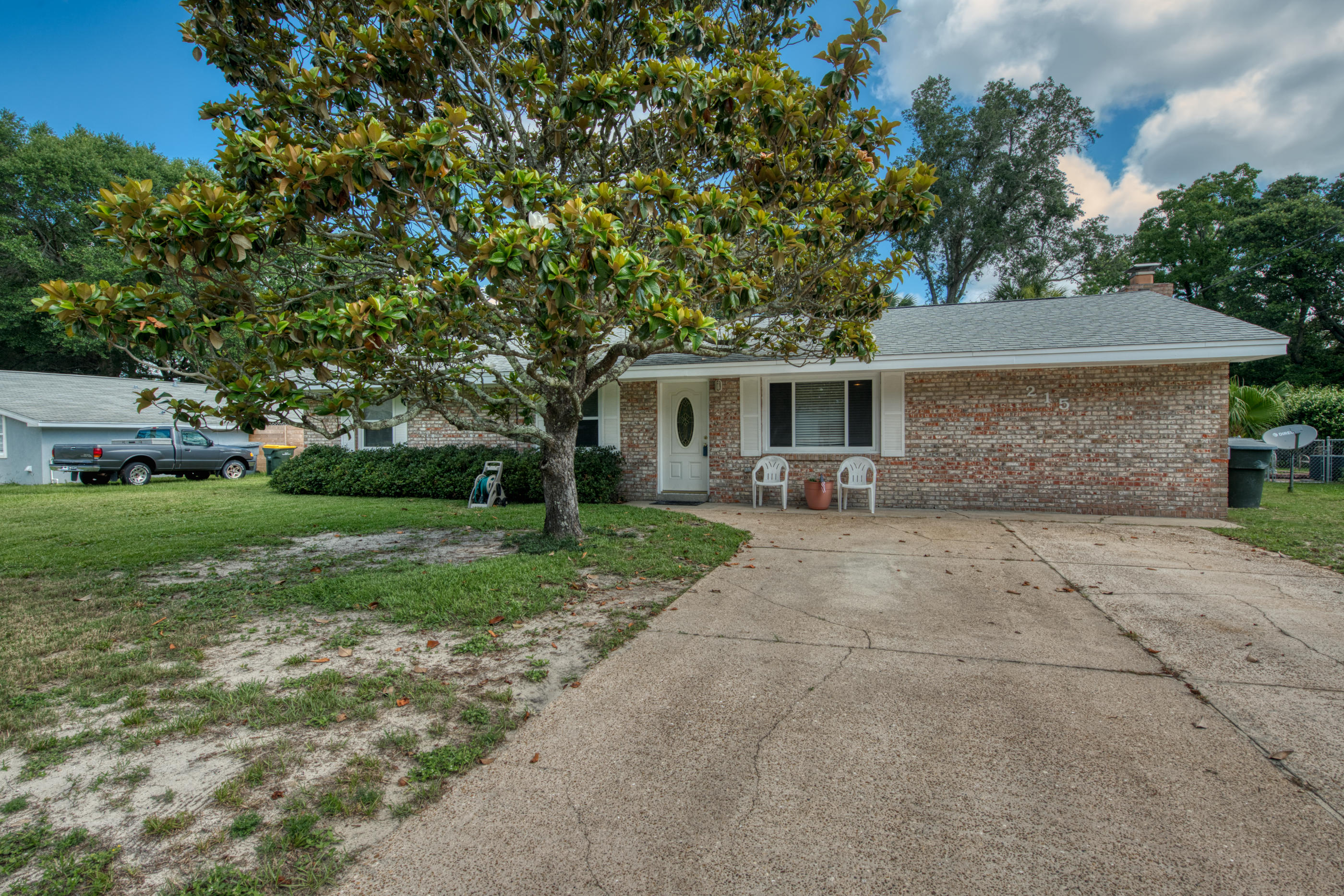 Photo of home for sale at 215 Moriarty, Fort Walton Beach FL