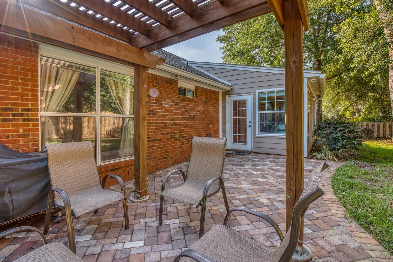 Photo of home for sale at 4528 Parkwood, Niceville FL