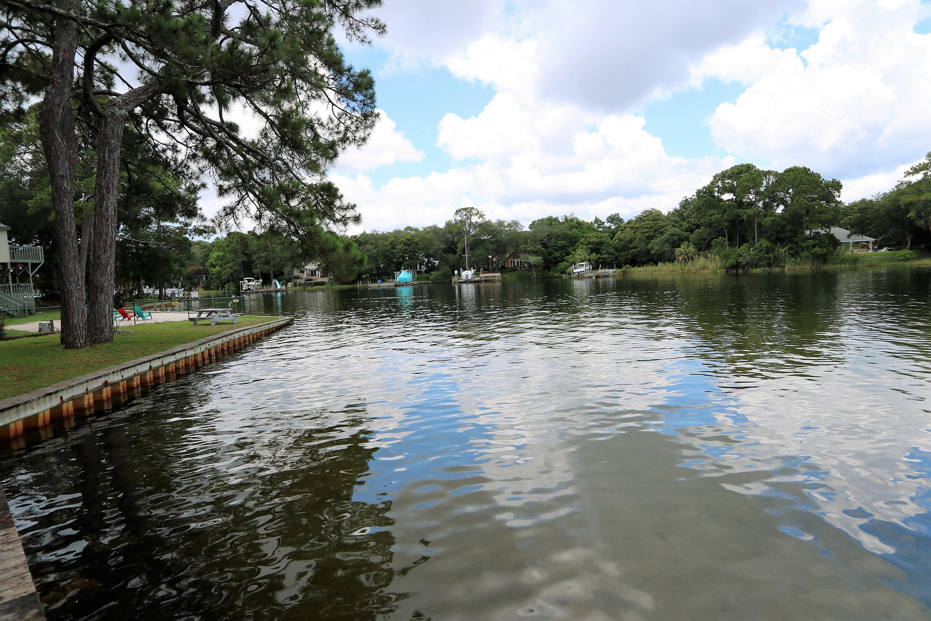 Photo of home for sale at 632 Larkin, Fort Walton Beach FL