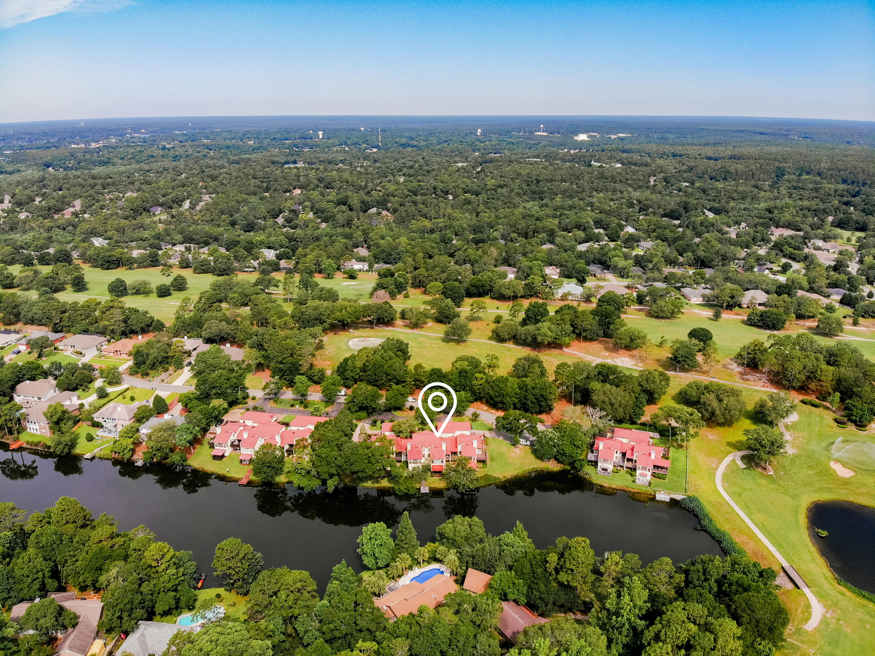 Photo of home for sale at 1068 Lake Way, Niceville FL