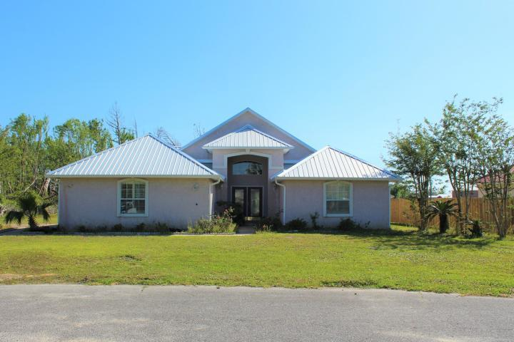 Photo of home for sale at 1701 Sutherland, Lynn Haven FL