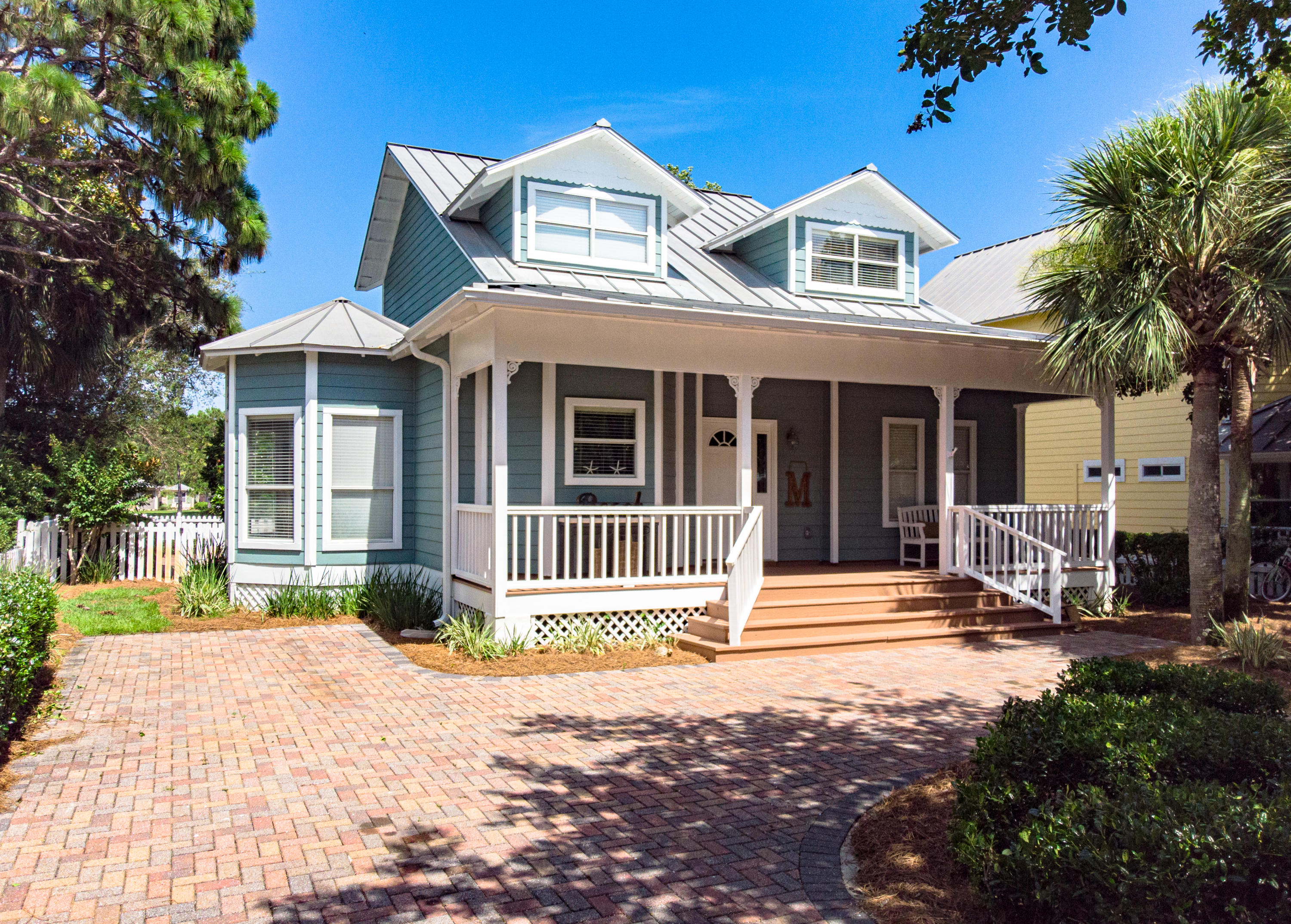 Photo of home for sale at 2075 Olde Towne, Miramar Beach FL