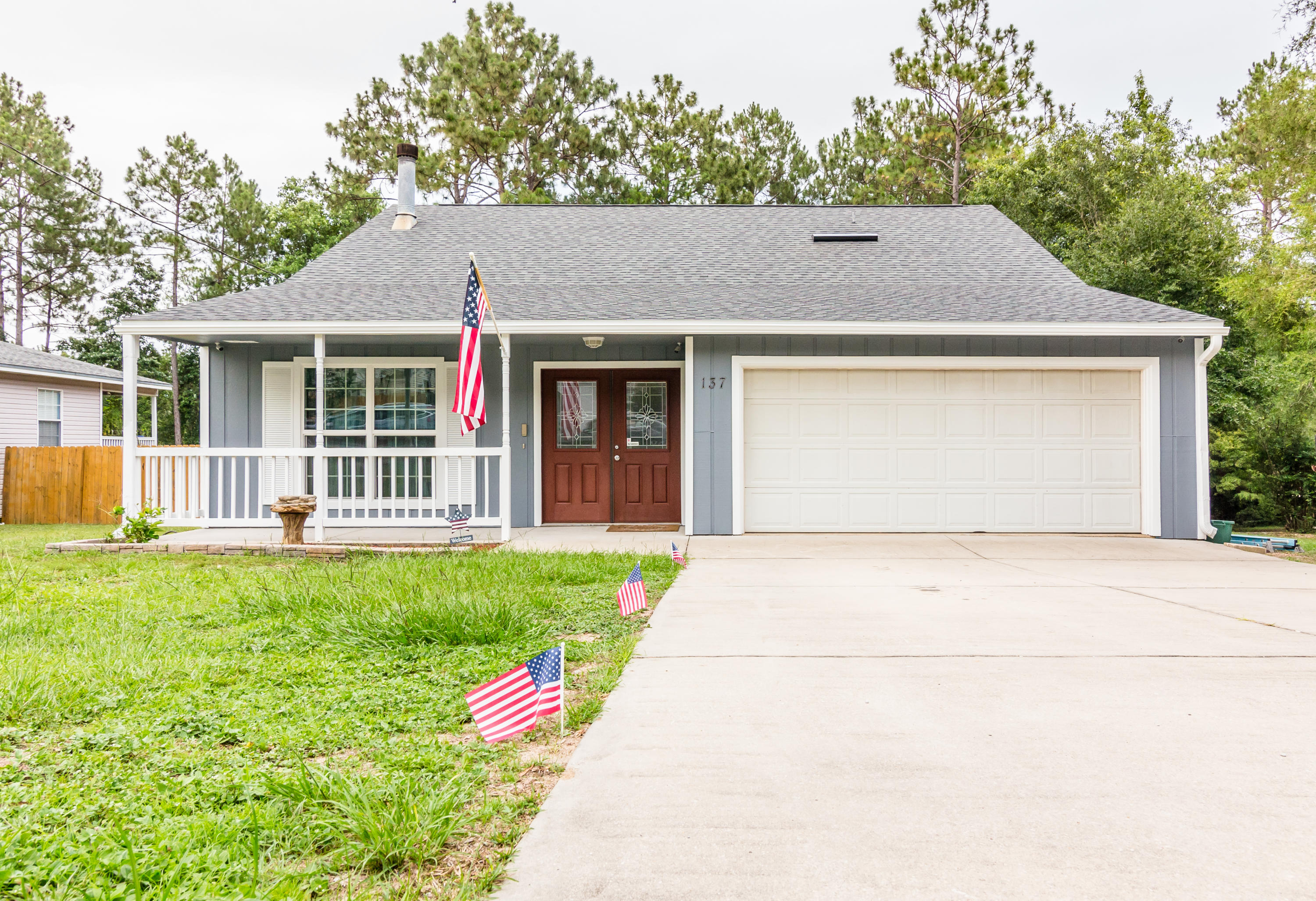 Photo of home for sale at 137 Palmetto, Crestview FL