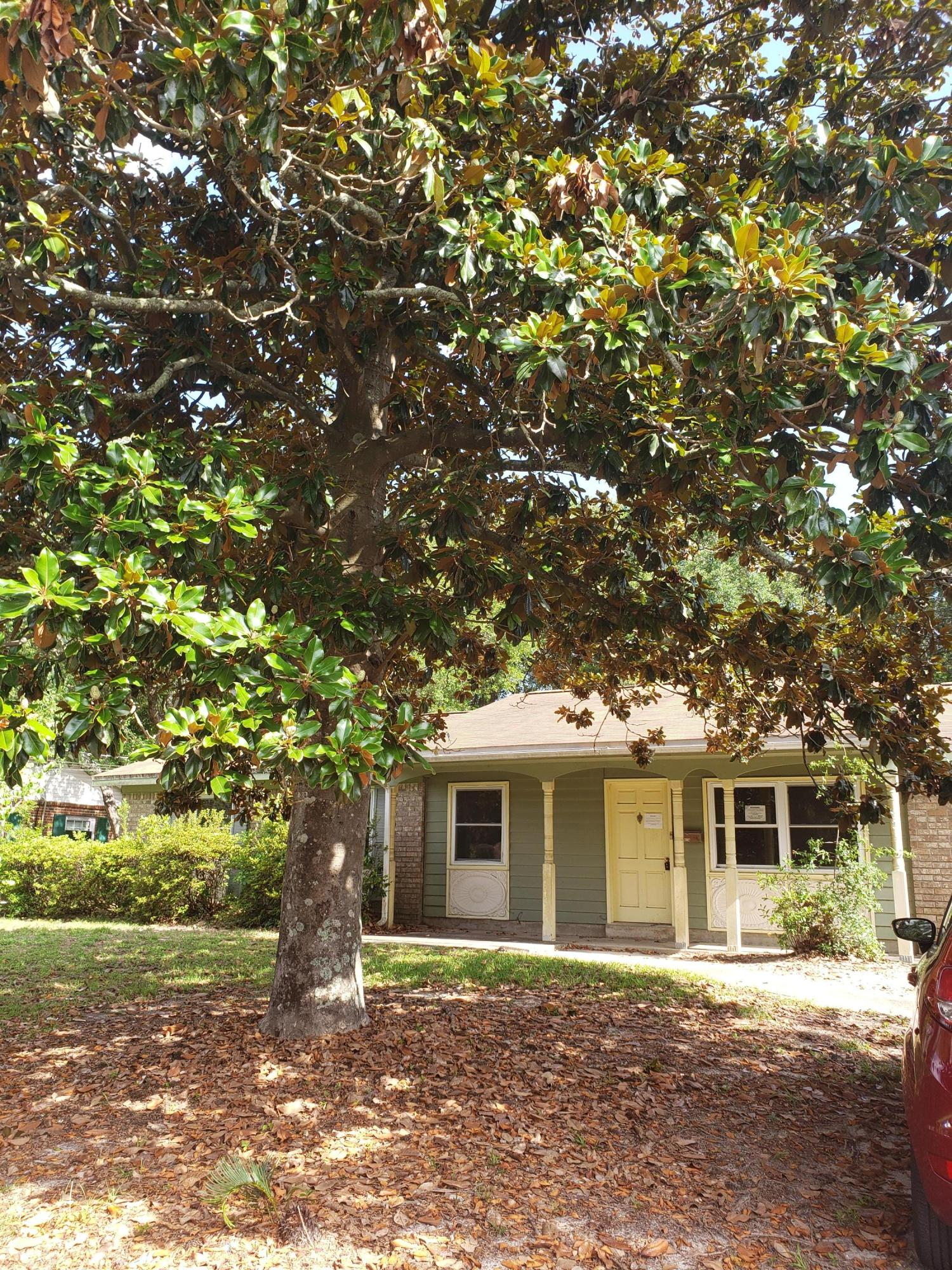 Photo of home for sale at 614 Spencer, Fort Walton Beach FL