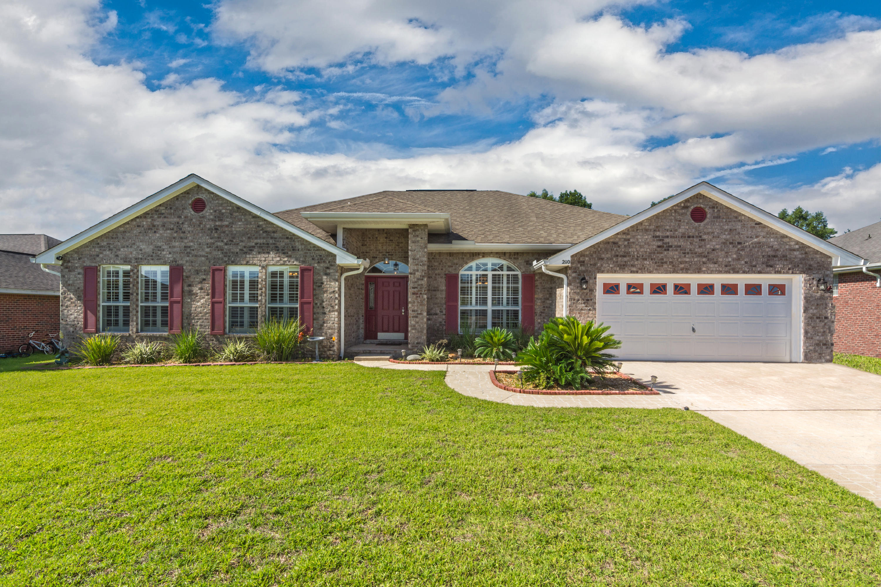 Photo of home for sale at 2110 Hagood, Crestview FL