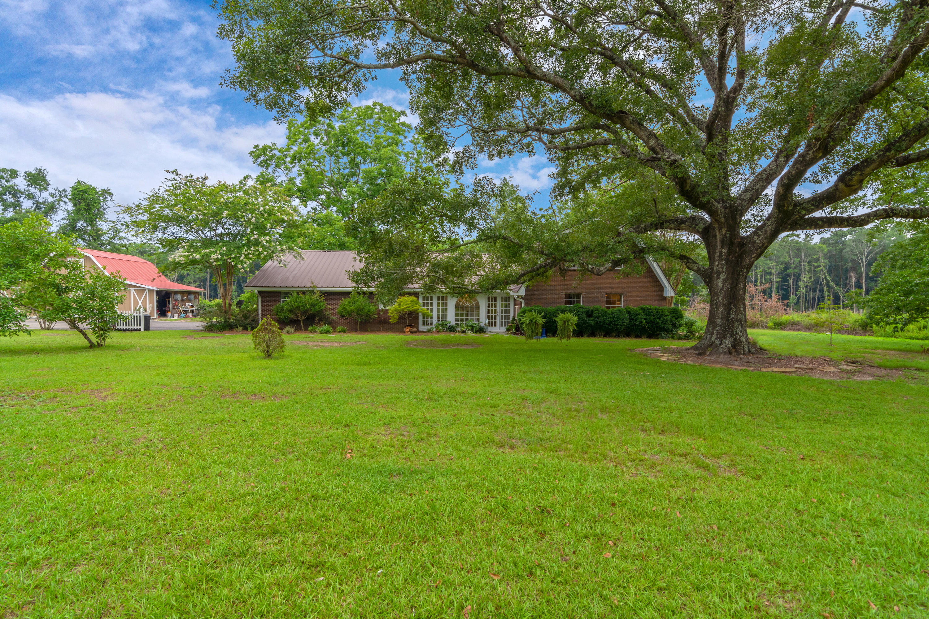 Photo of home for sale at 8085 St Hwy 83 N, Defuniak Springs FL