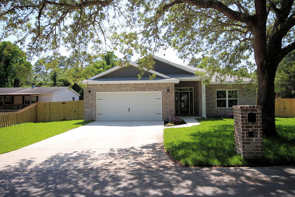 Photo of home for sale at 1515 Ponderosa, Fort Walton Beach FL