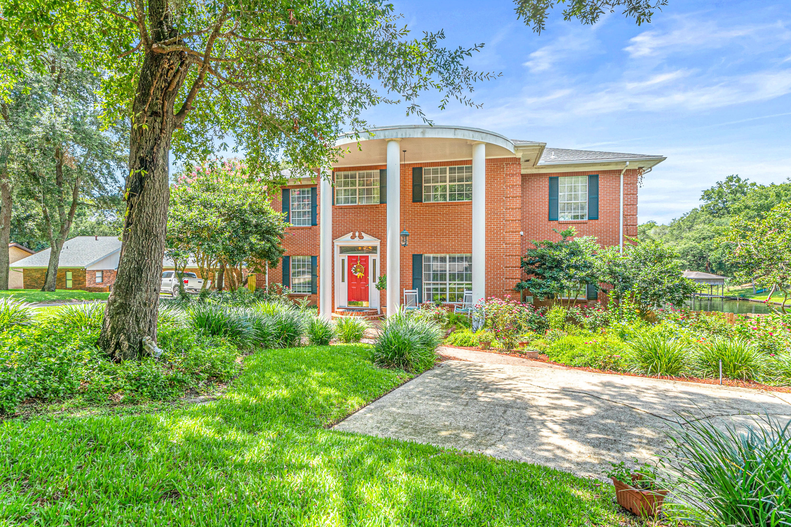 Photo of home for sale at 569 L'Ombre, Fort Walton Beach FL