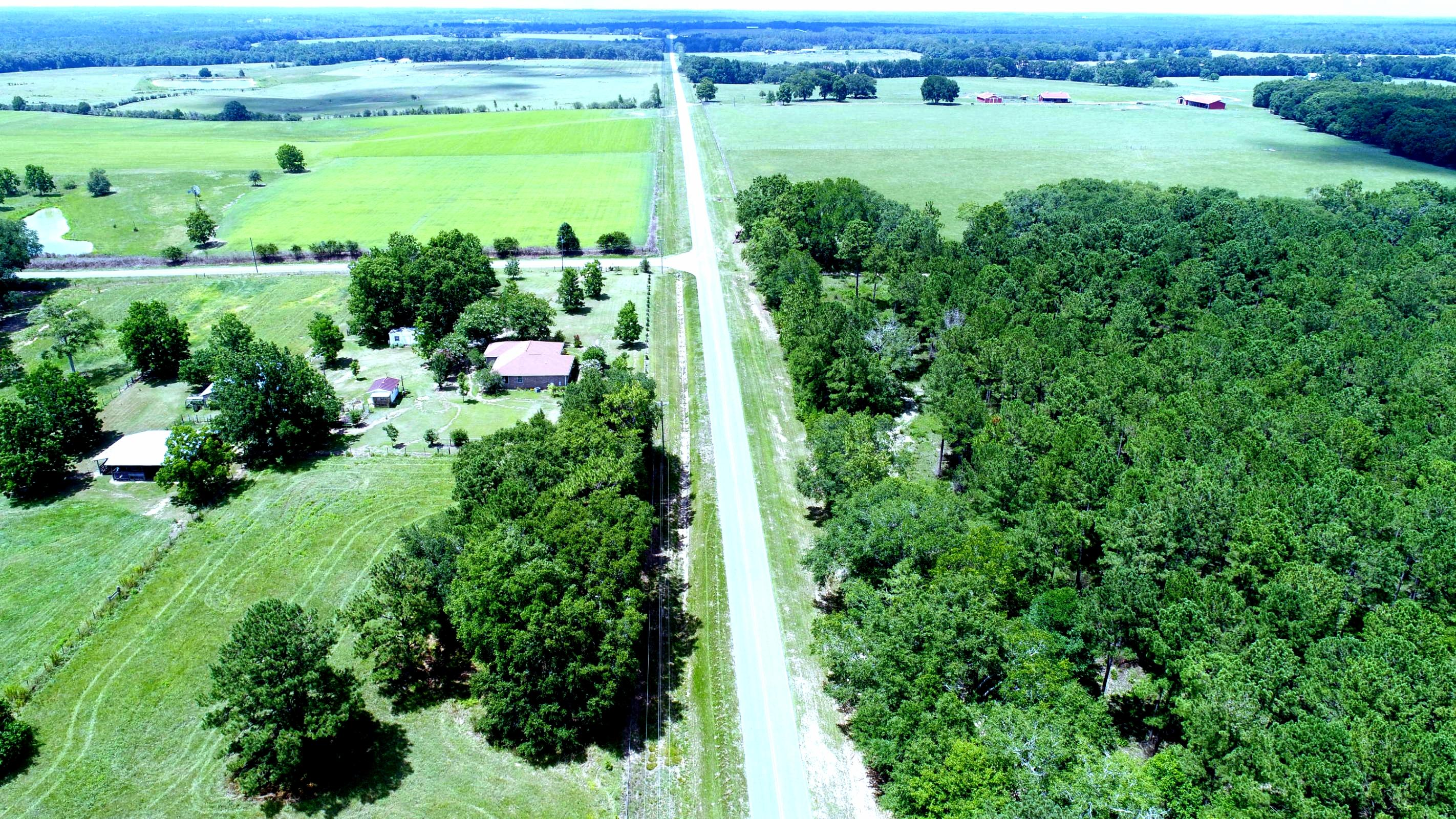 Photo of home for sale at 166 ac Co Highway 147, Laurel Hill FL