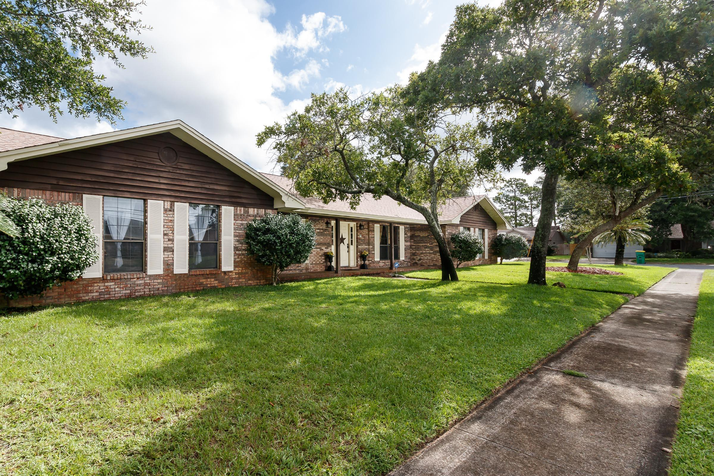 Photo of home for sale at 90 Emory, Mary Esther FL