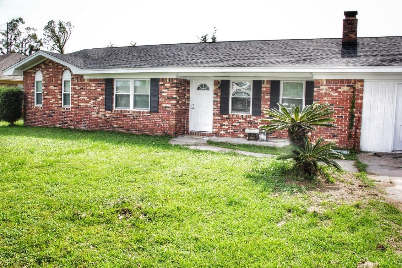 Photo of home for sale at 2125 Merritt Drive, Panama City FL