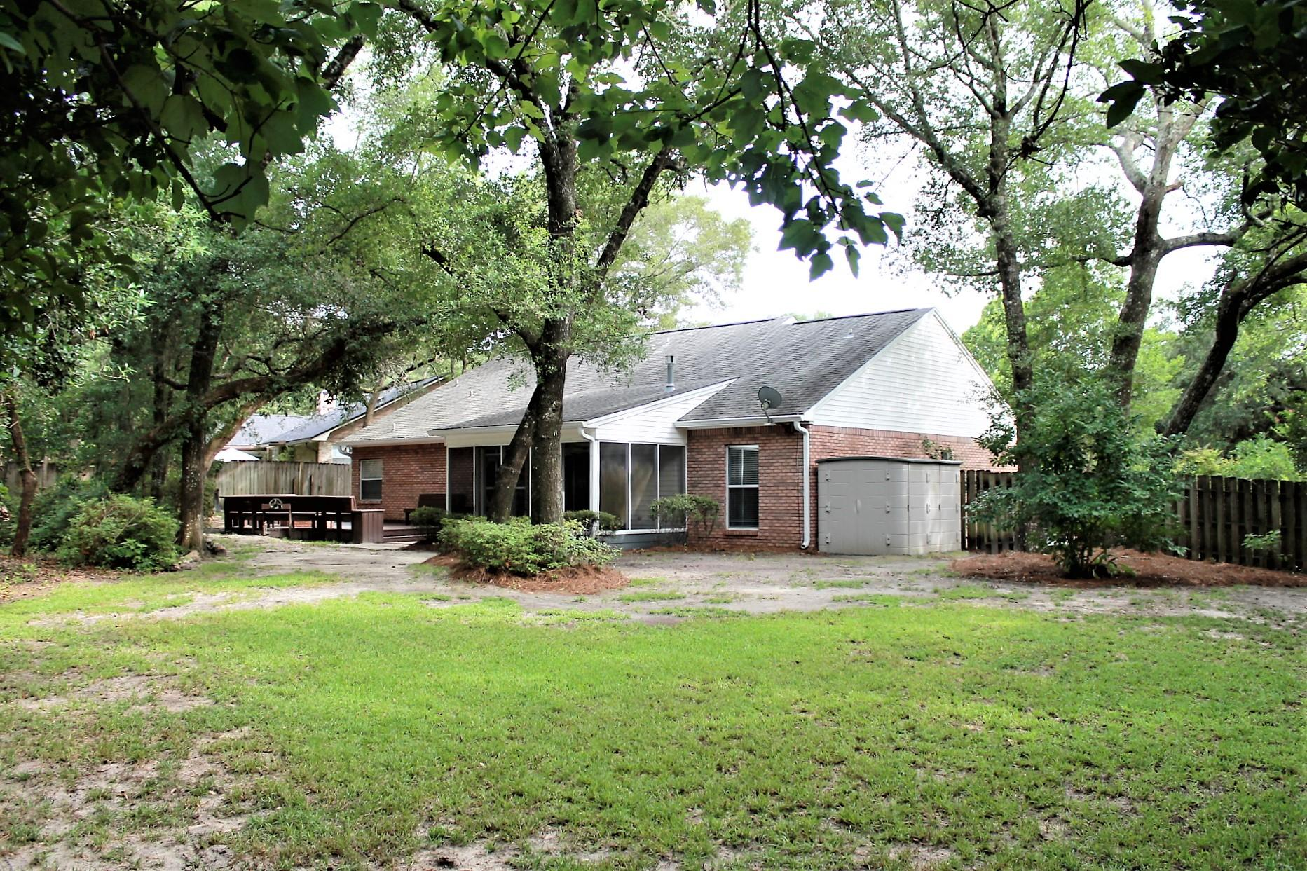 Photo of home for sale at 1693 Bretton, Niceville FL